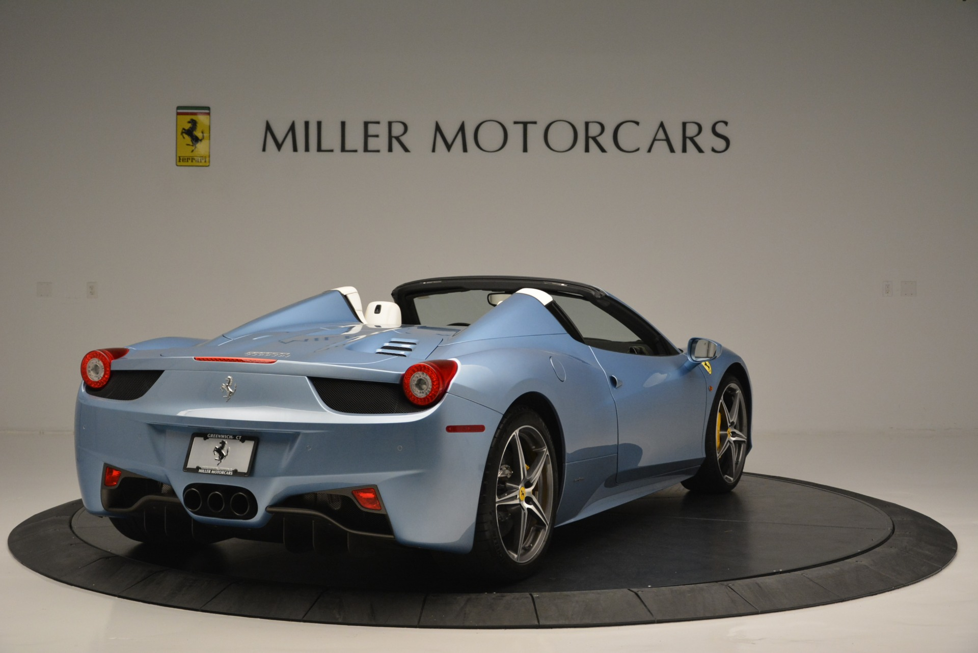 Used 2012 Ferrari 458 Spider  For Sale In Westport, CT 2413_p7