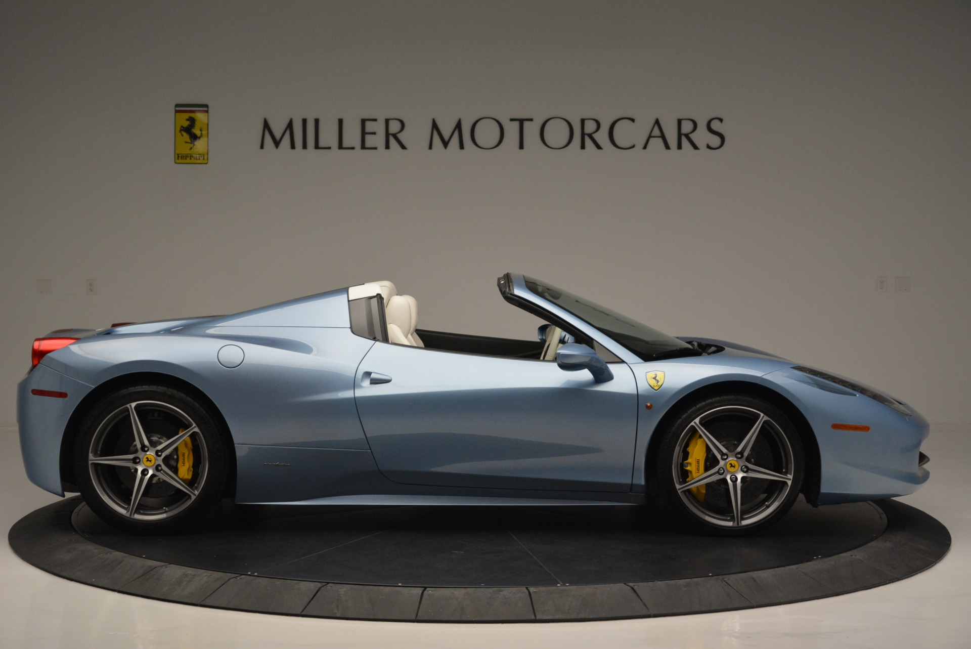 Used 2012 Ferrari 458 Spider  For Sale In Westport, CT 2413_p9