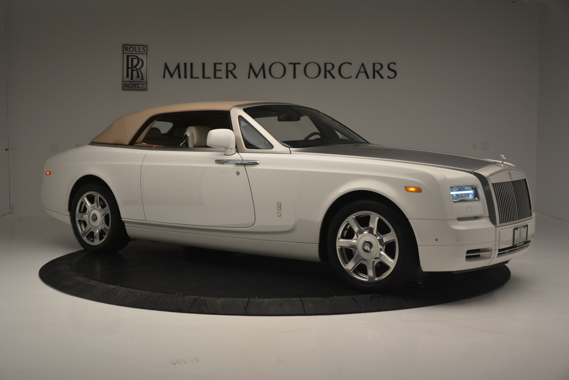 Used 2013 Rolls-Royce Phantom Drophead Coupe  For Sale In Westport, CT 2444_p15