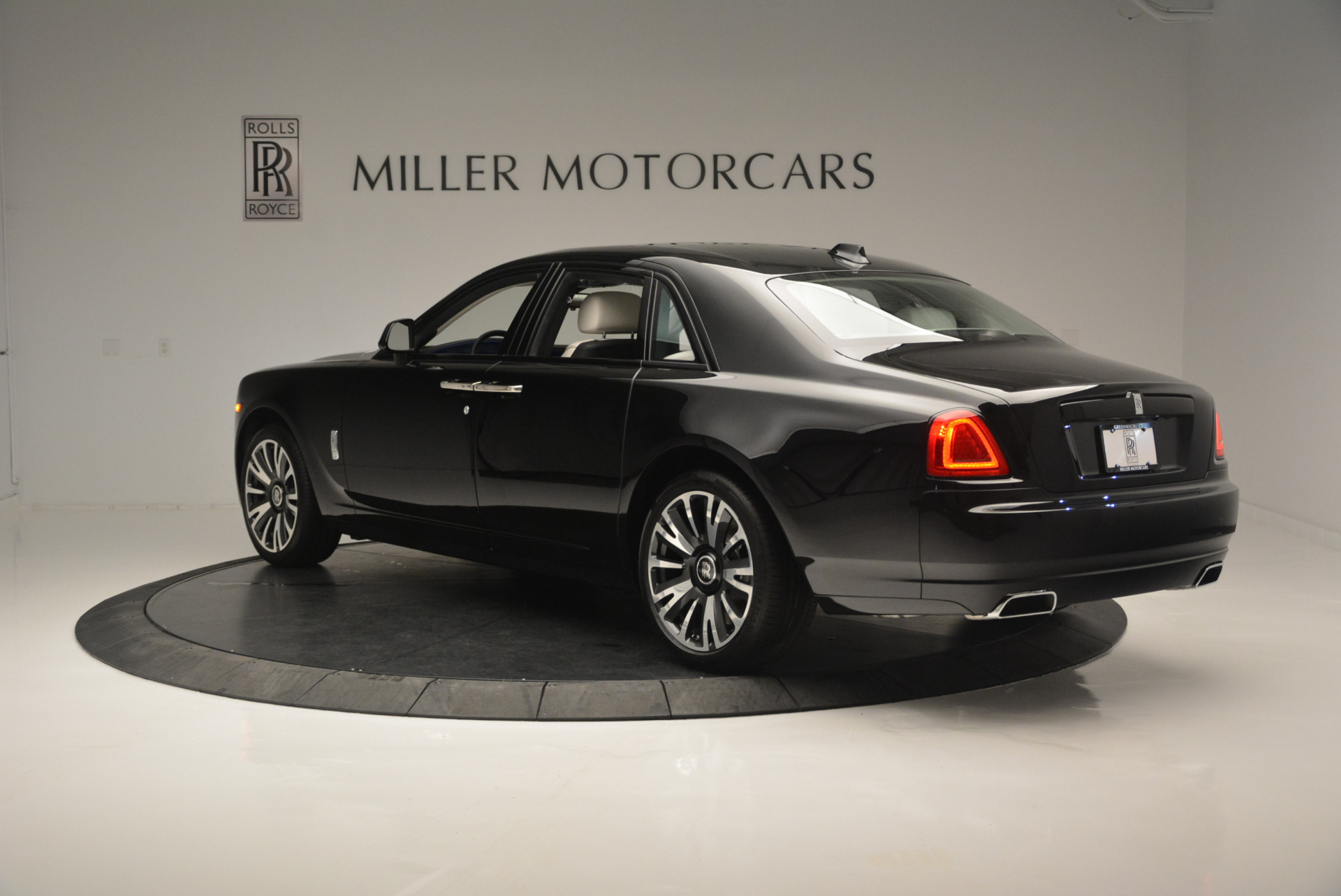 Used 2019 Rolls-Royce Ghost  For Sale In Westport, CT 2485_p4