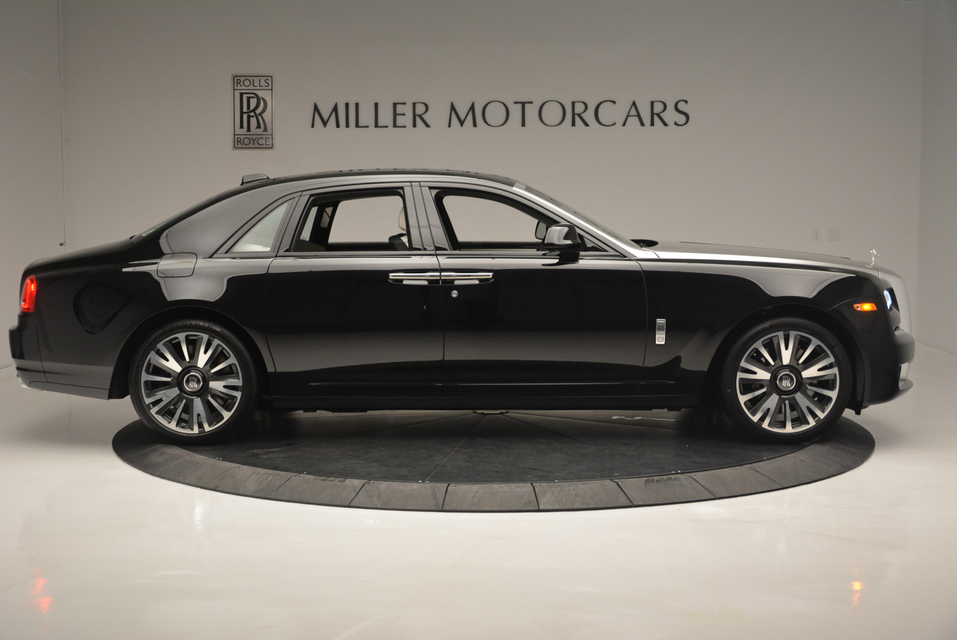 Used 2019 Rolls-Royce Ghost  For Sale In Westport, CT 2485_p7