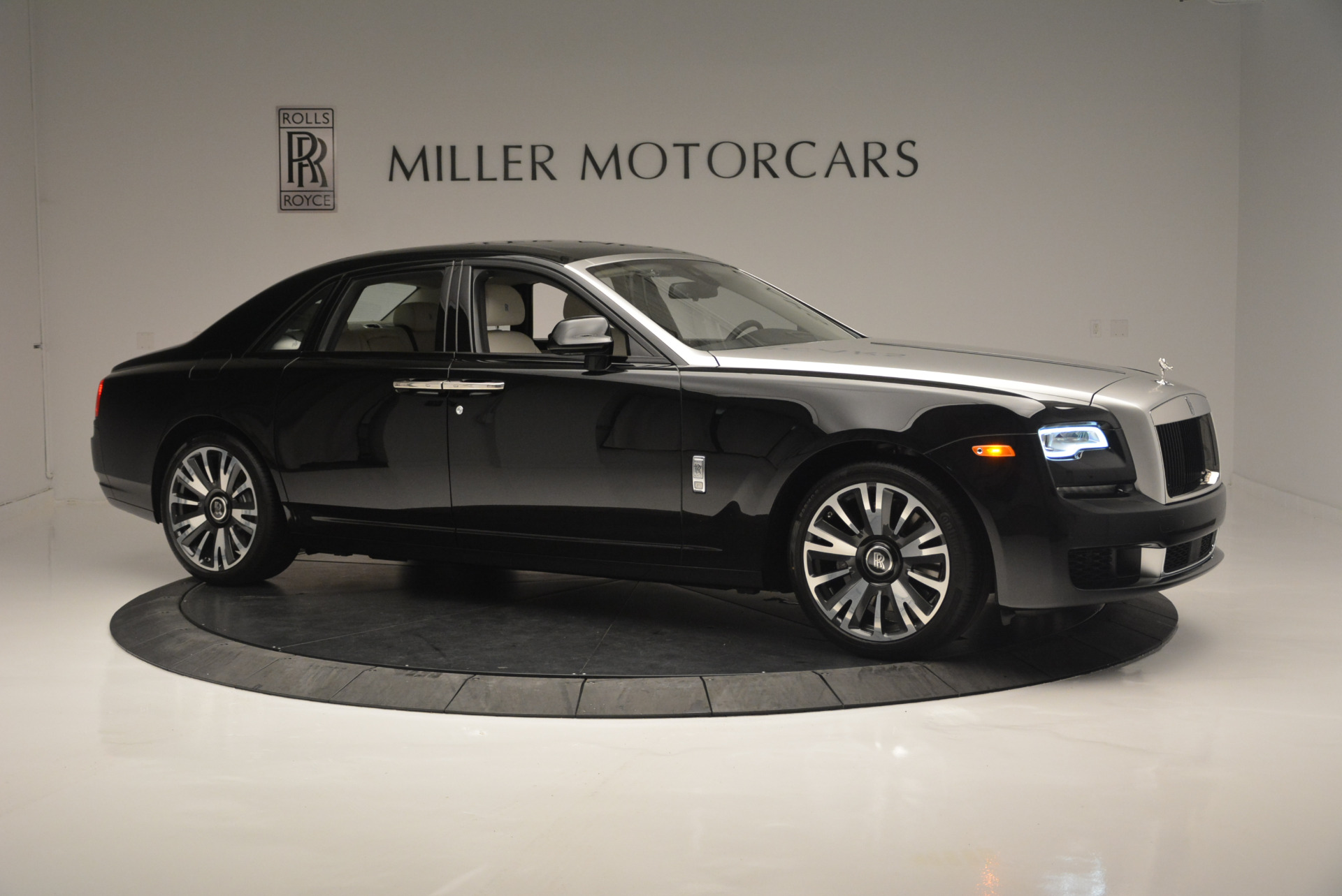 Used 2019 Rolls-Royce Ghost  For Sale In Westport, CT 2485_p8