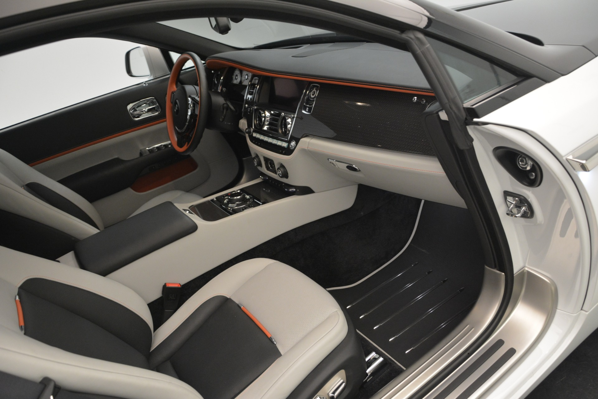 Used 2018 Rolls-Royce Wraith Black Badge Nebula Collection For Sale In Westport, CT 2491_p23