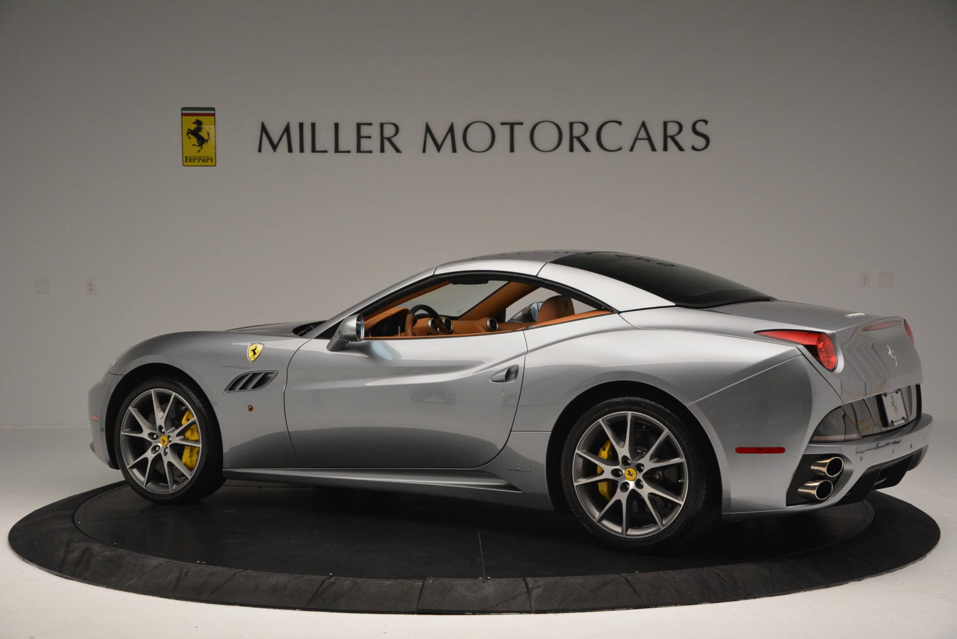 Used 2012 Ferrari California  For Sale In Westport, CT 2524_p16