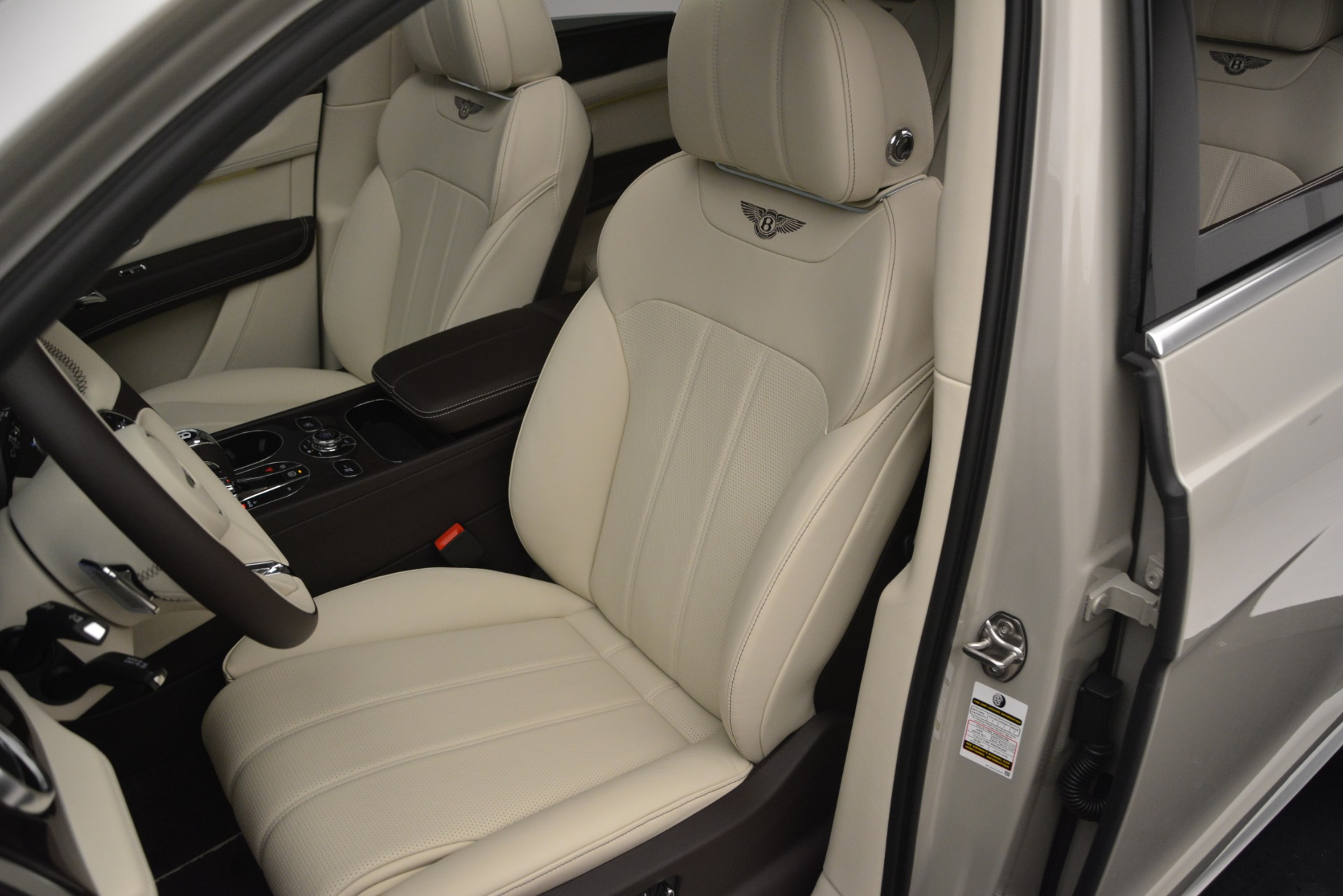 New 2019 Bentley Bentayga V8 For Sale In Westport, CT 2538_p19