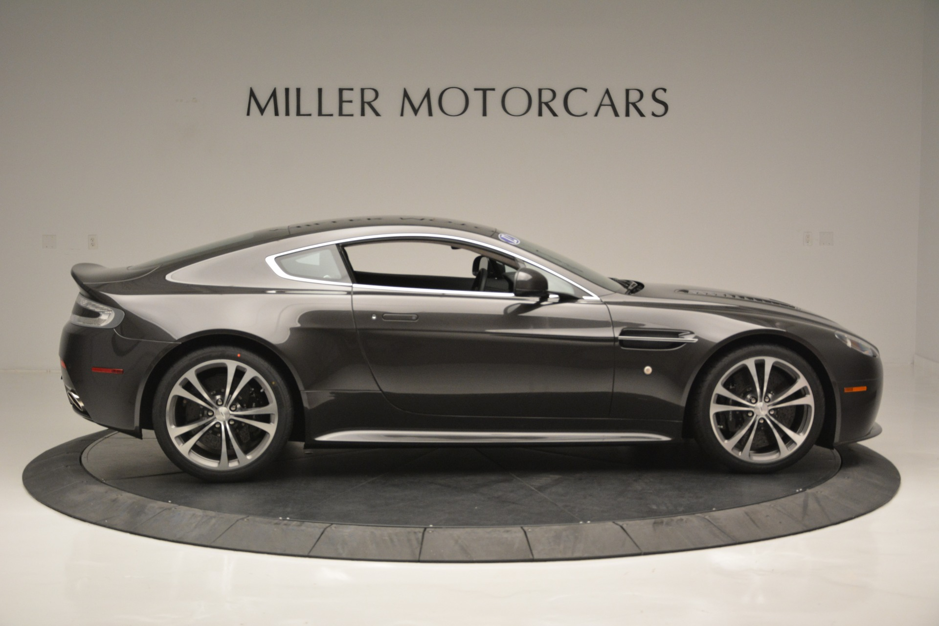 Used 2012 Aston Martin V12 Vantage Coupe For Sale In Westport, CT 2544_p9