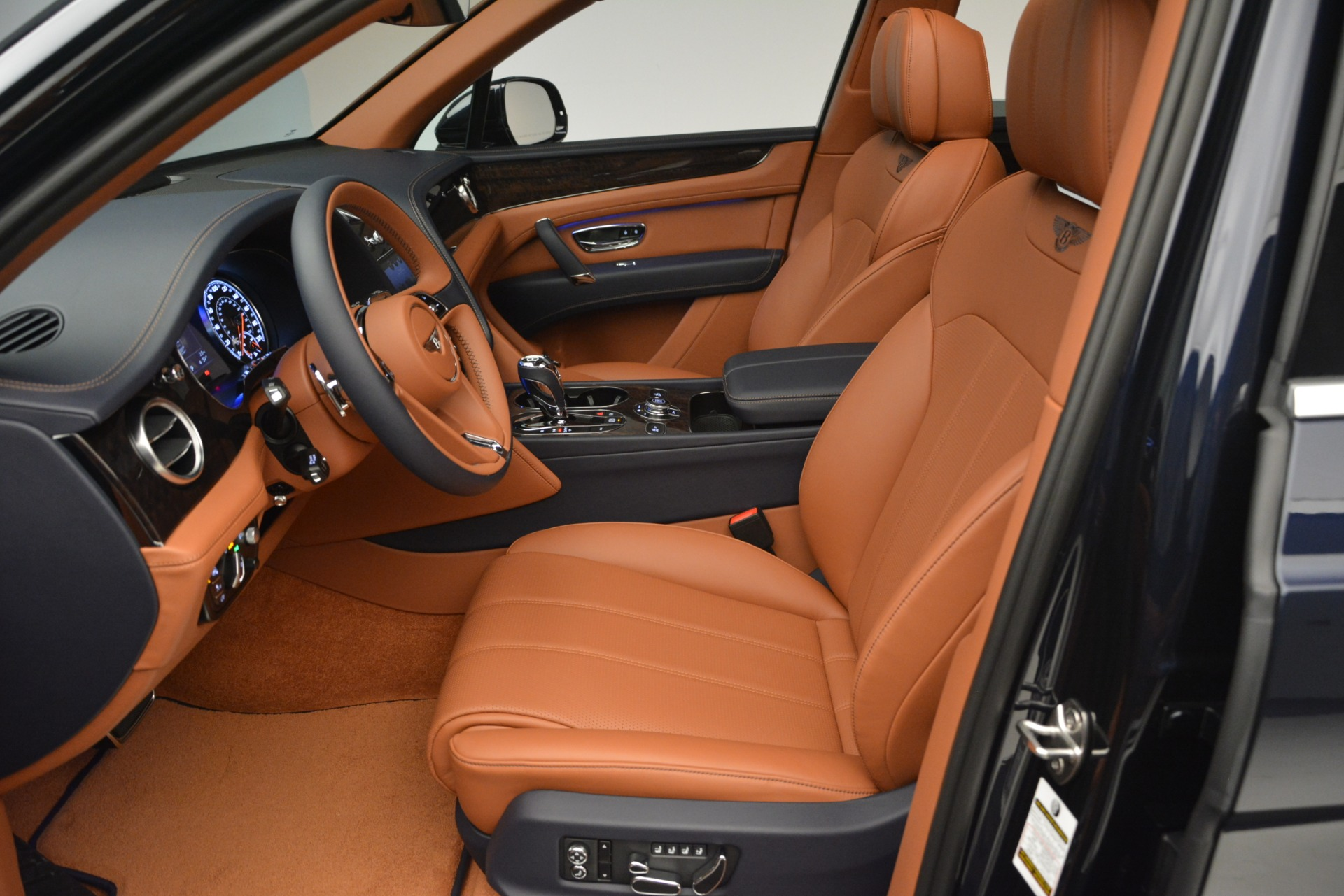 New 2019 Bentley Bentayga V8 For Sale In Westport, CT 2548_p18
