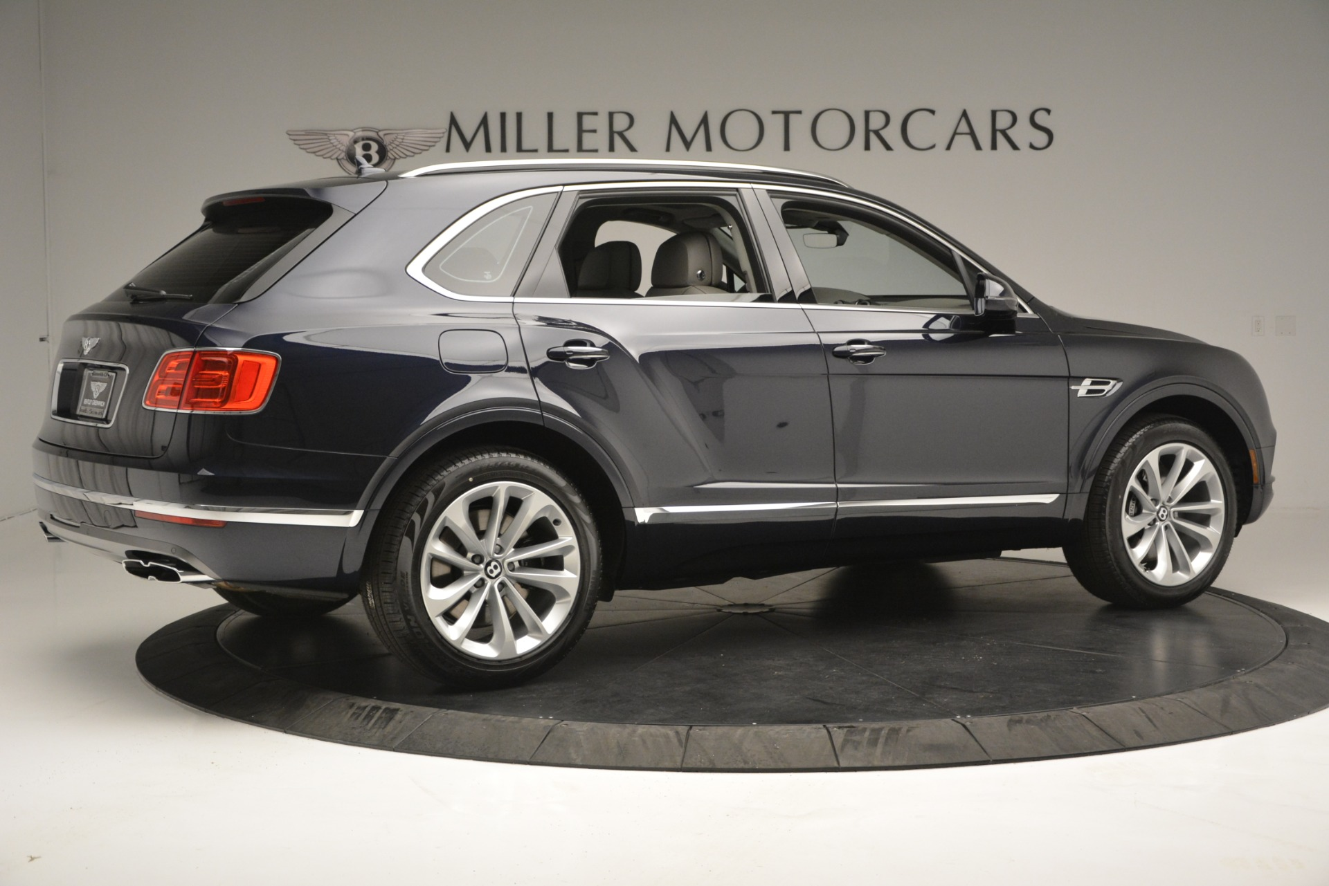 Used 2019 Bentley Bentayga V8 For Sale In Westport, CT 2549_p8
