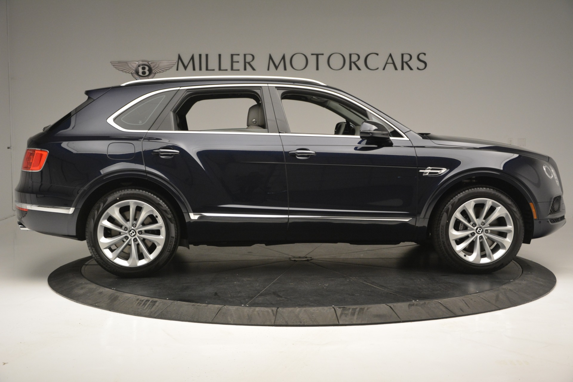 Used 2019 Bentley Bentayga V8 For Sale In Westport, CT 2549_p9