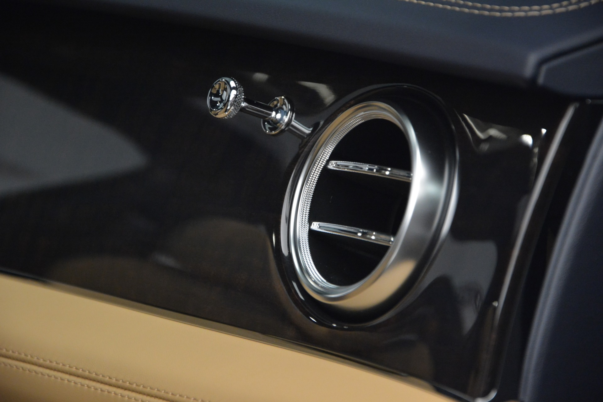 New 2019 Bentley Bentayga V8 For Sale In Westport, CT 2551_p21