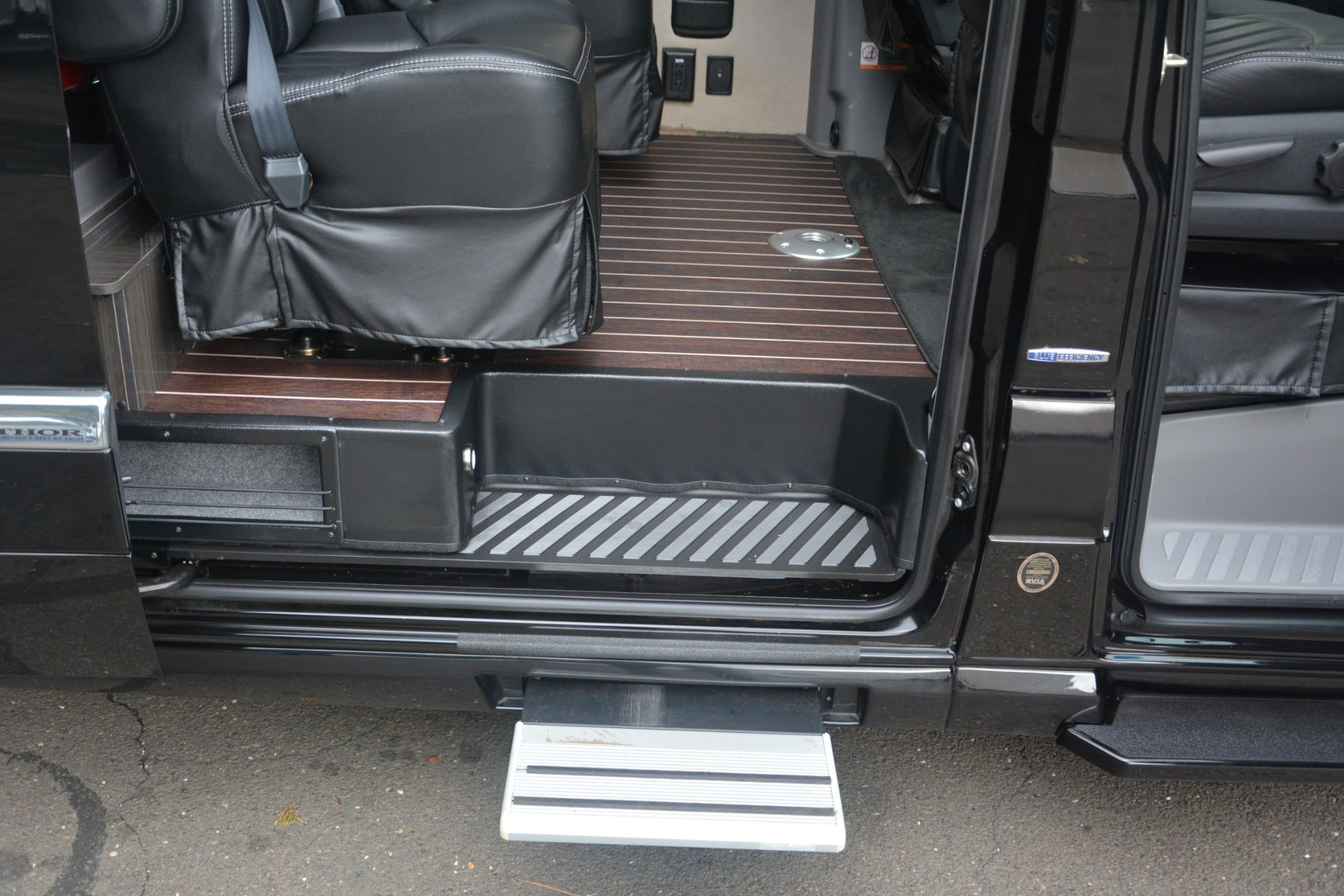 Used 2014 Mercedes-Benz Sprinter 3500 Airstream Lounge Extended For Sale In Westport, CT 2595_p25