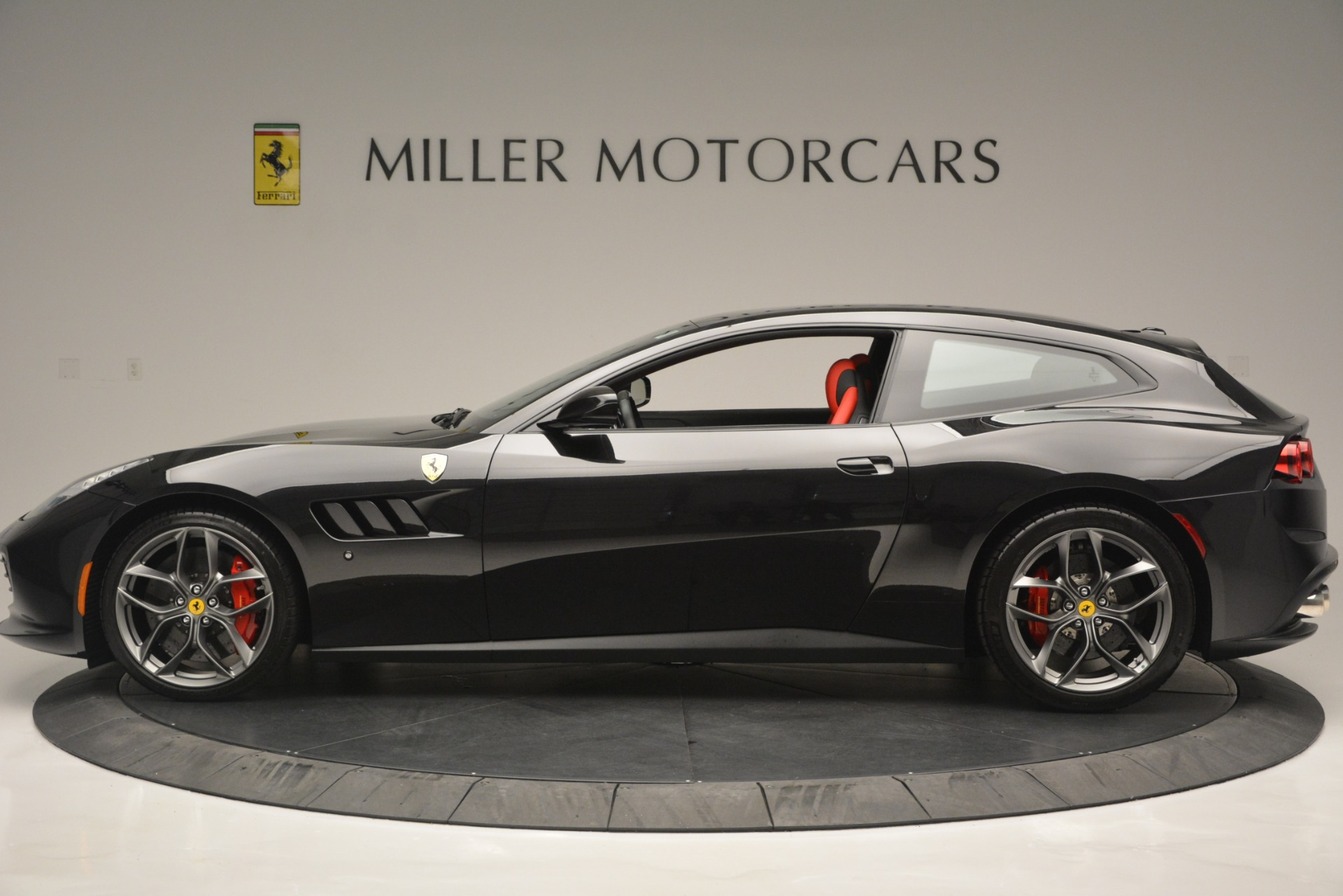 Used 2018 Ferrari GTC4LussoT V8 For Sale In Westport, CT 2598_p3