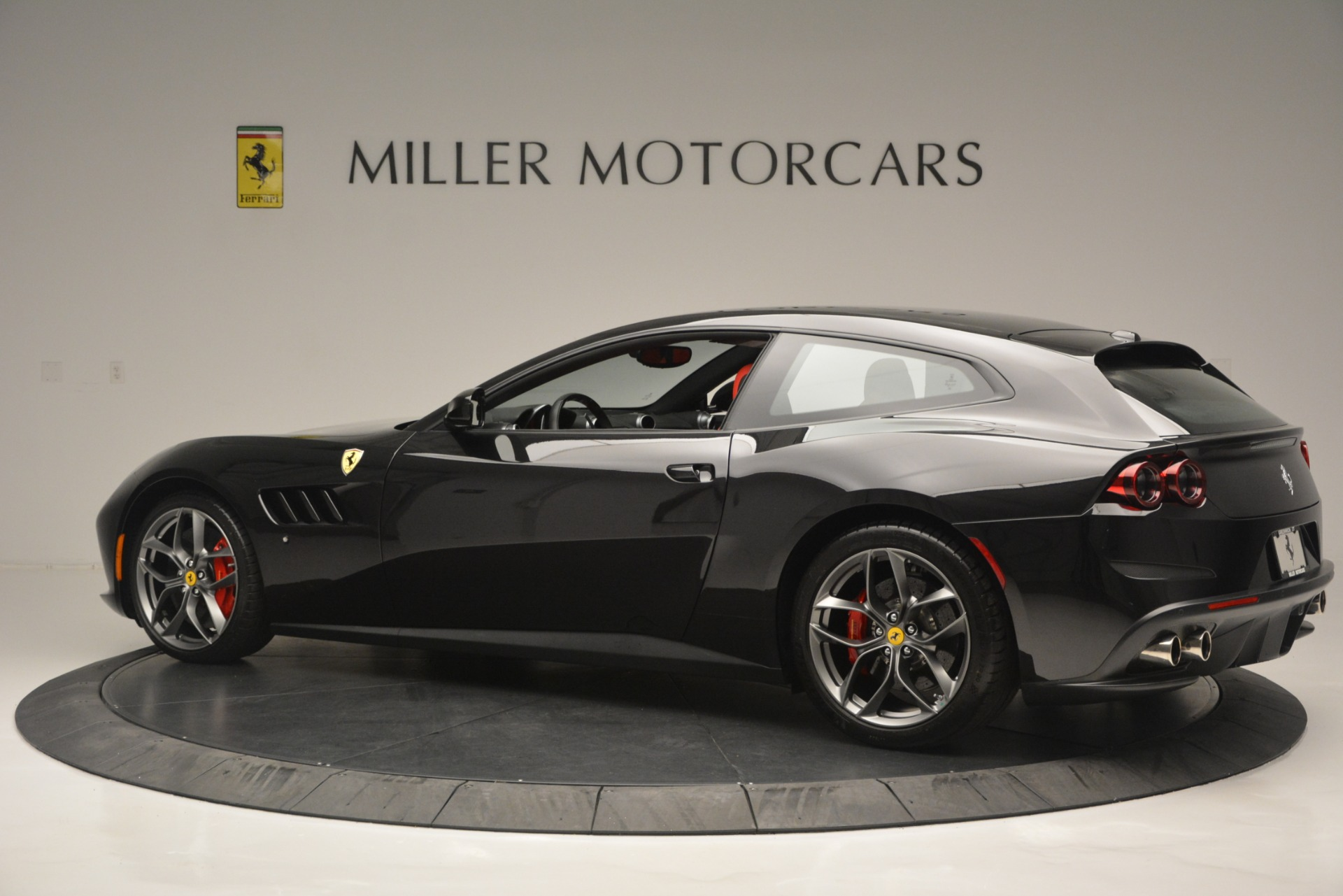 Used 2018 Ferrari GTC4LussoT V8 For Sale In Westport, CT 2598_p4