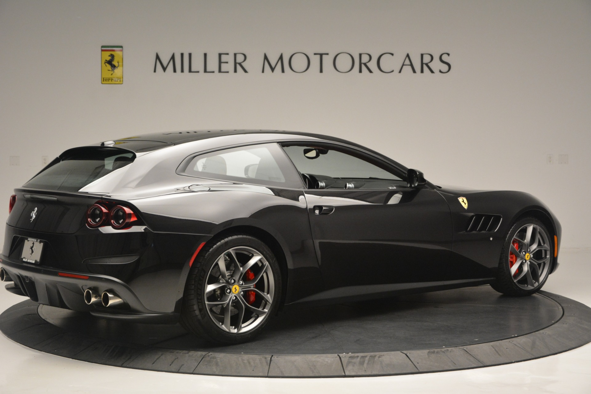 Used 2018 Ferrari GTC4LussoT V8 For Sale In Westport, CT 2598_p8