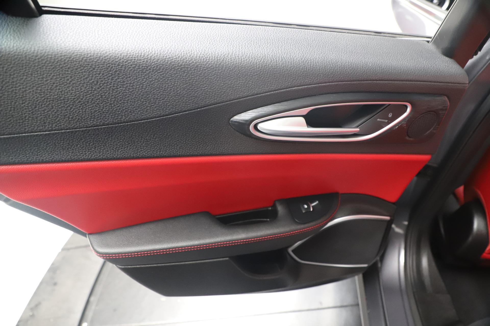 New 2019 Alfa Romeo Giulia Q4 For Sale In Westport, CT 2669_p20