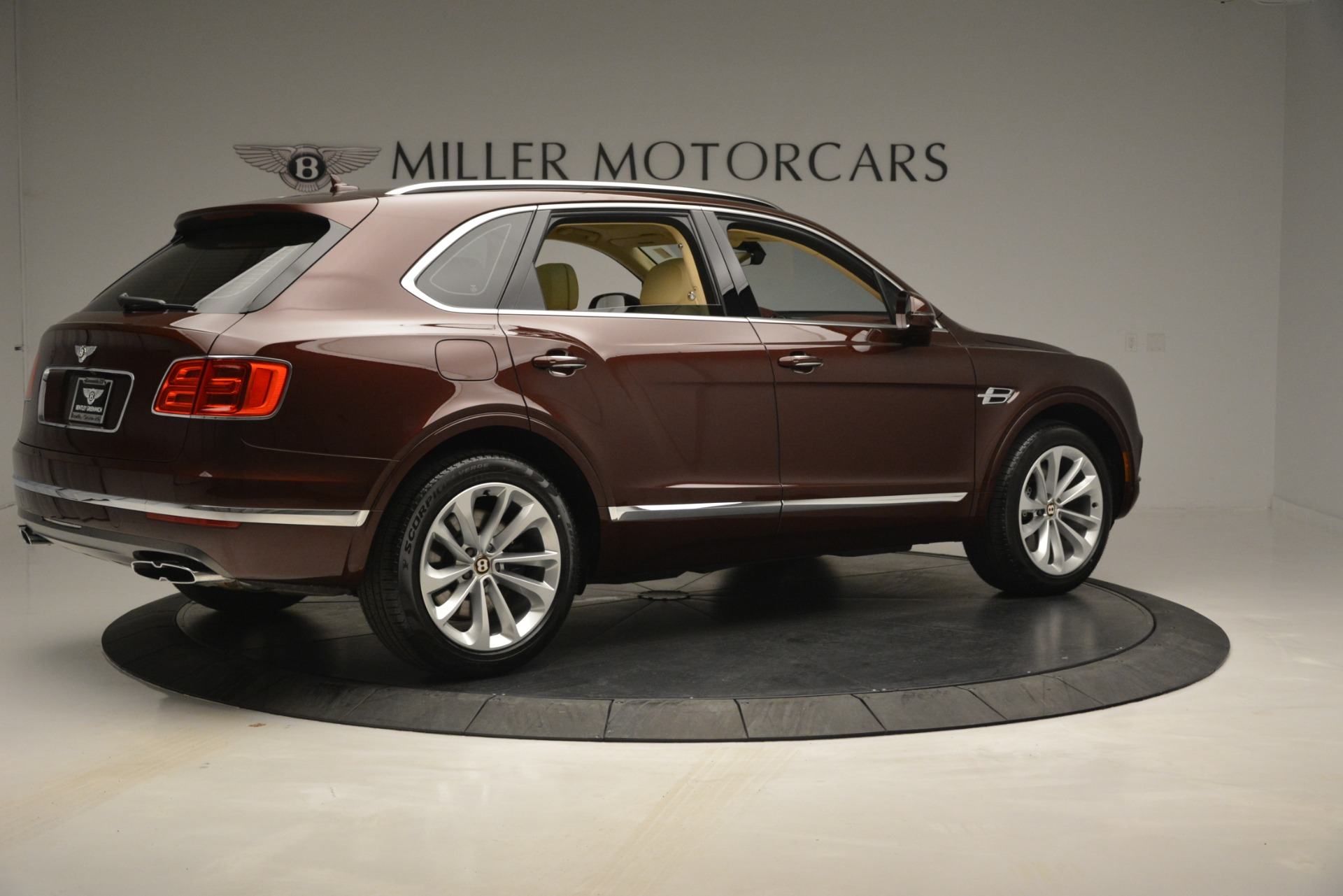 Used 2019 Bentley Bentayga V8 For Sale In Westport, CT 2702_p8