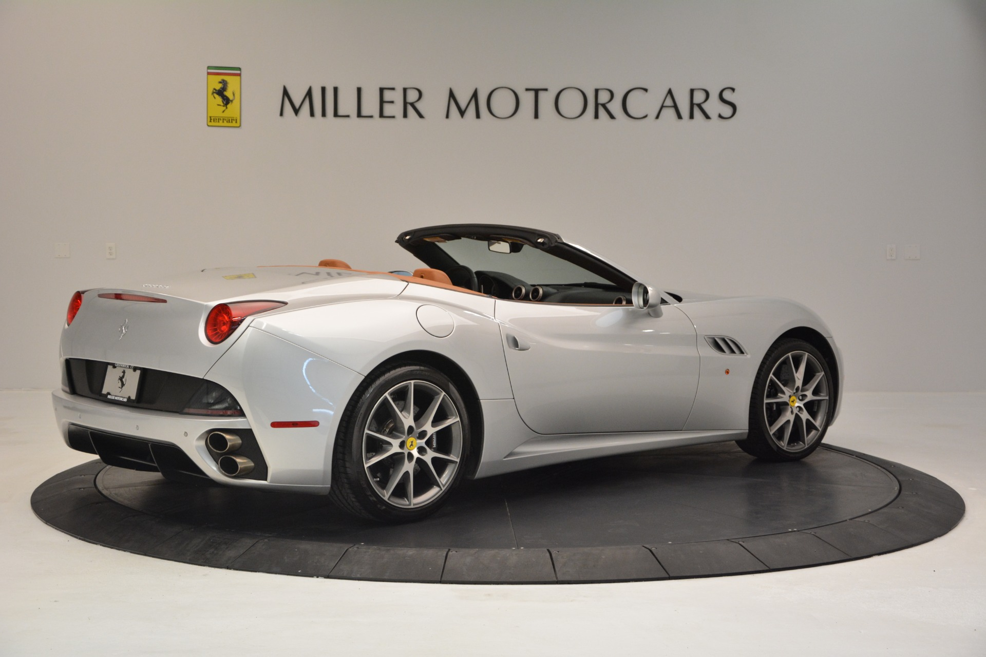 Used 2010 Ferrari California  For Sale In Westport, CT 2732_p8