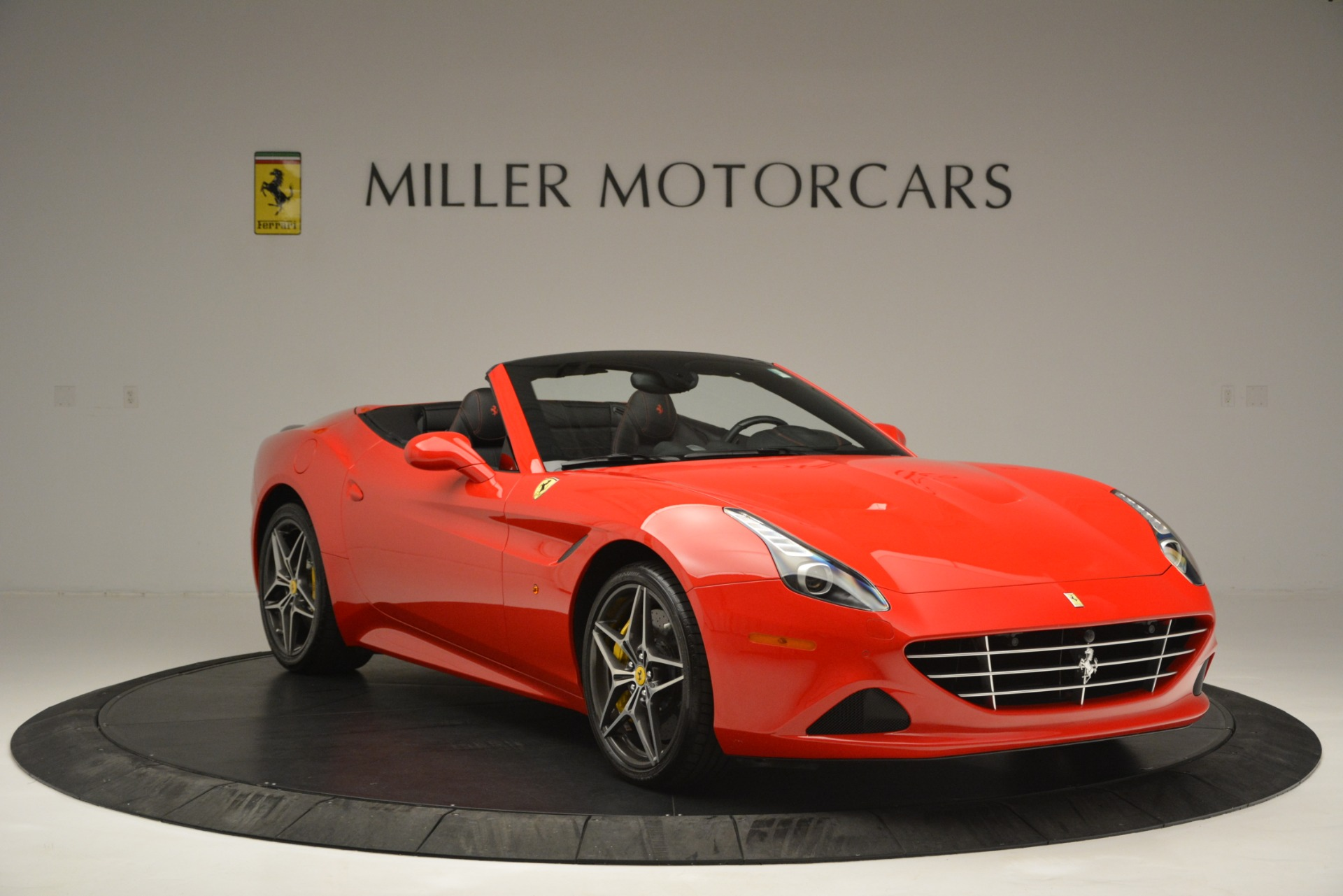 Used 2016 Ferrari California T  For Sale In Westport, CT 2734_p11