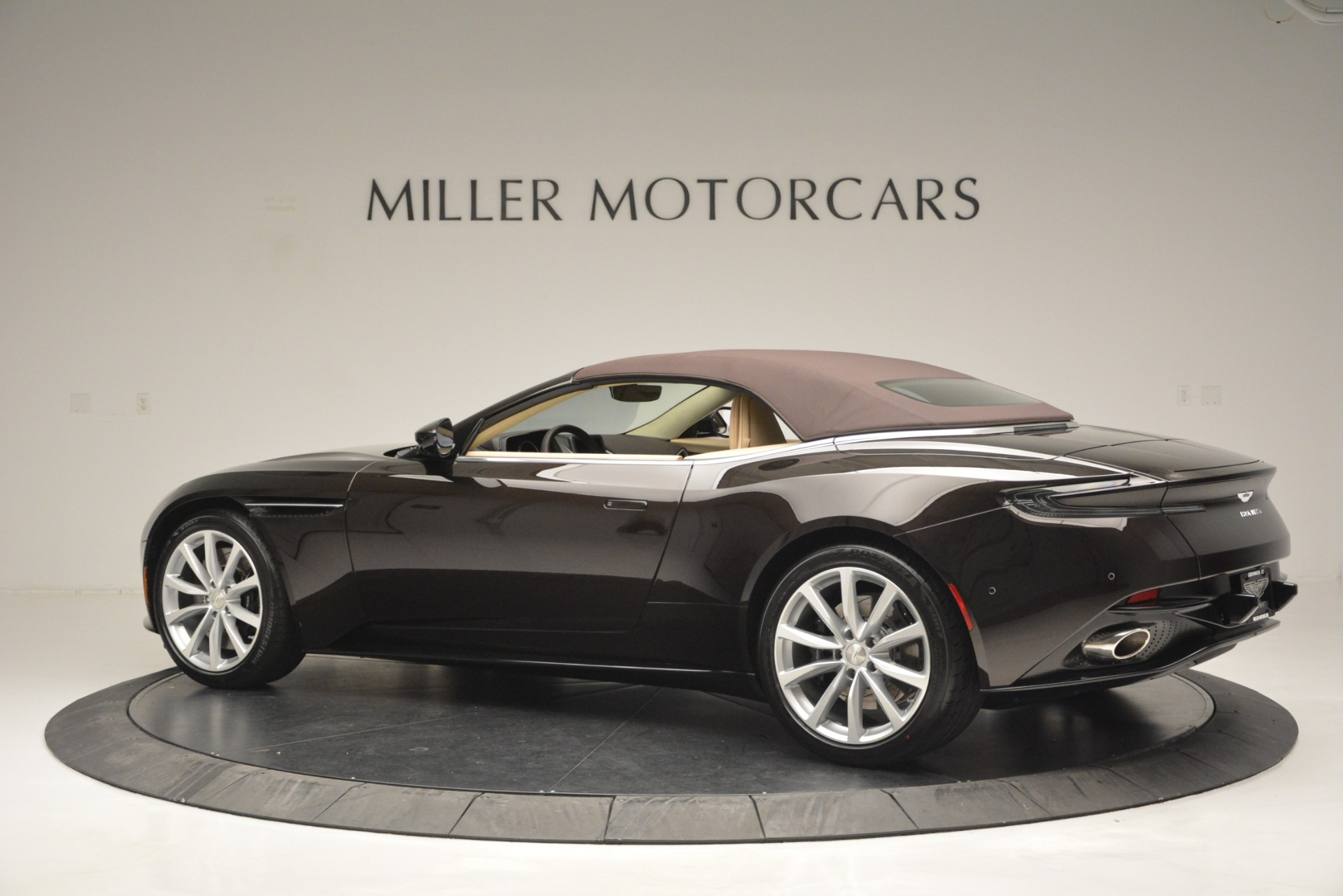 New 2019 Aston Martin DB11 V8 Convertible For Sale In Westport, CT 2905_p16