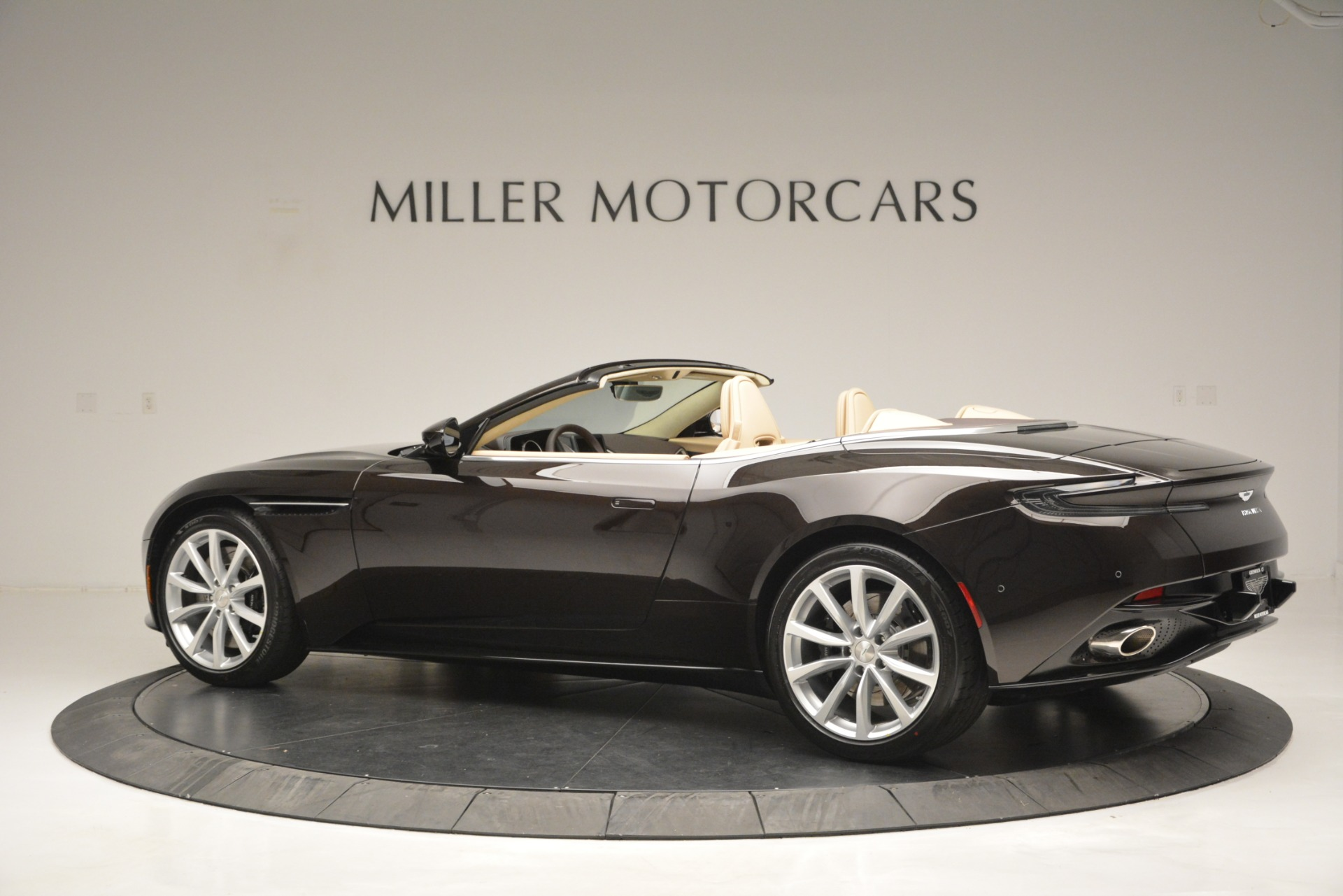New 2019 Aston Martin DB11 V8 Convertible For Sale In Westport, CT 2905_p4
