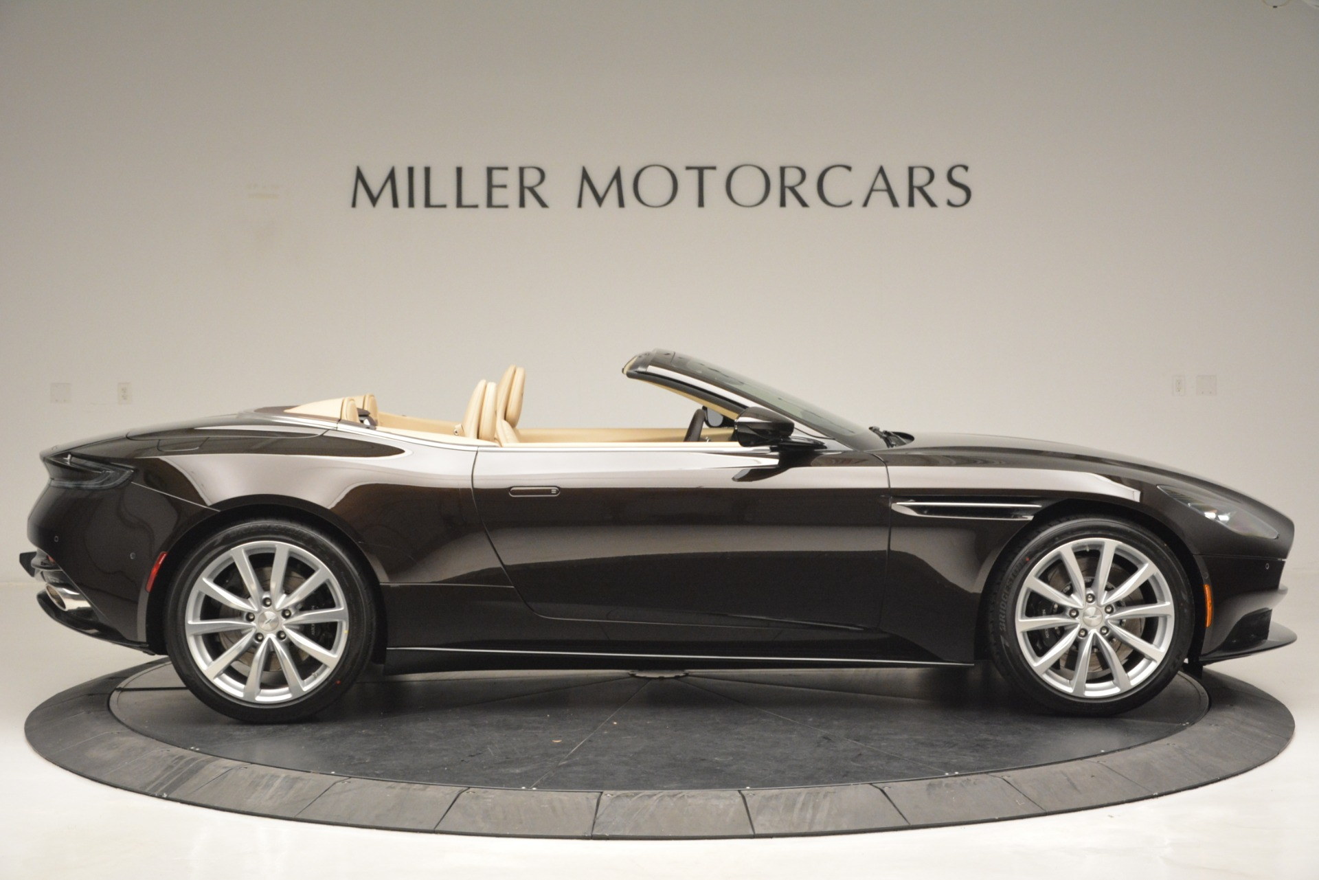 New 2019 Aston Martin DB11 V8 Convertible For Sale In Westport, CT 2905_p9