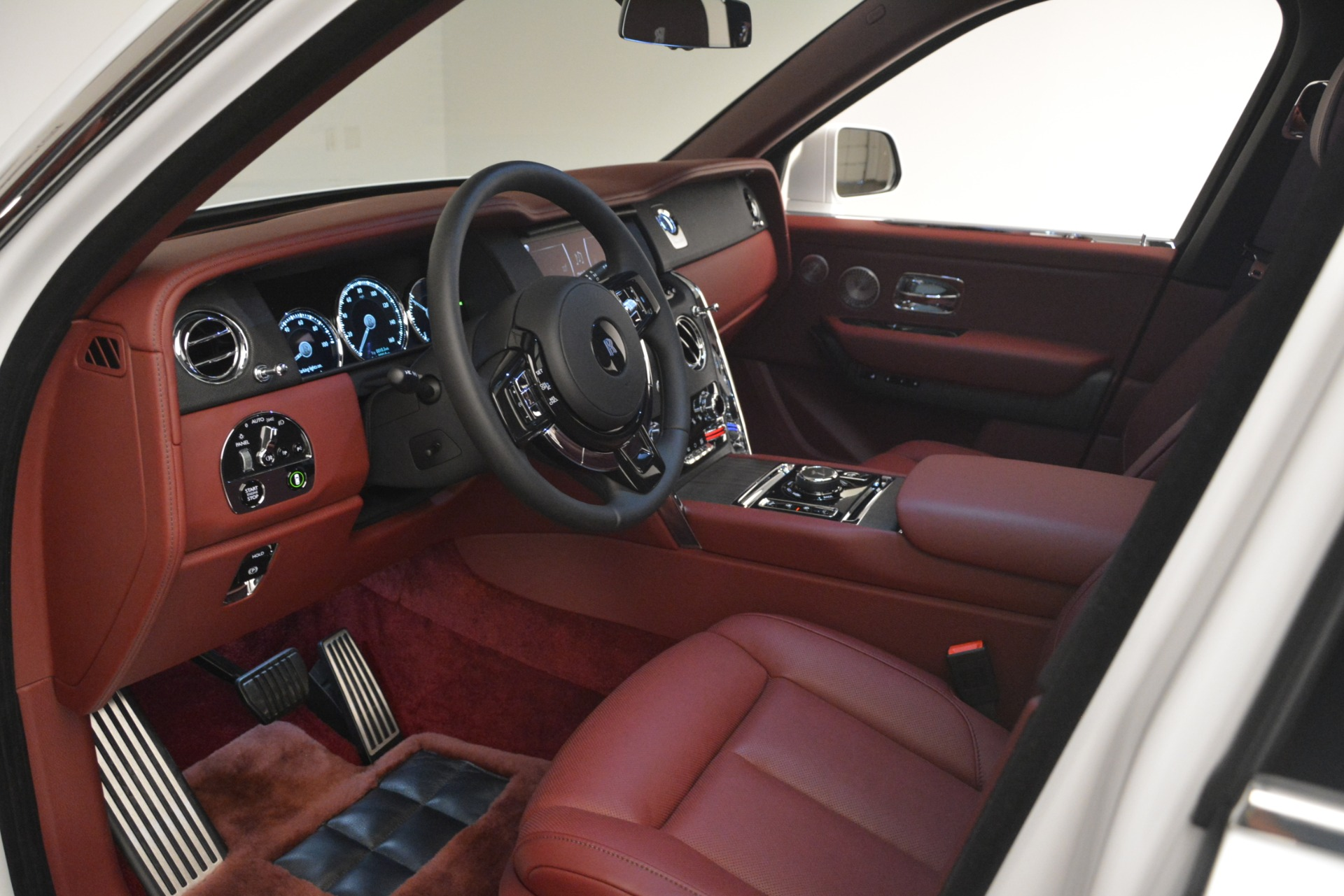 Used 2019 Rolls-Royce Cullinan  For Sale In Westport, CT 2918_p39
