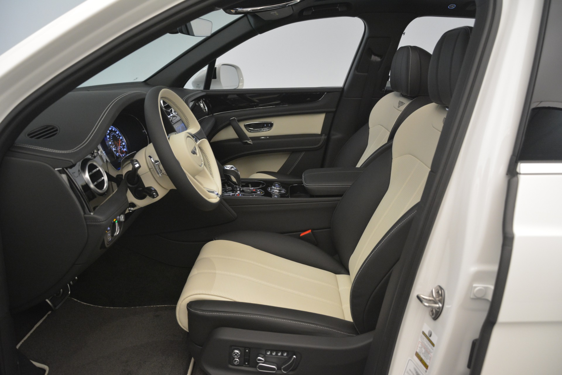 New 2019 Bentley Bentayga V8 For Sale In Westport, CT 2937_p18