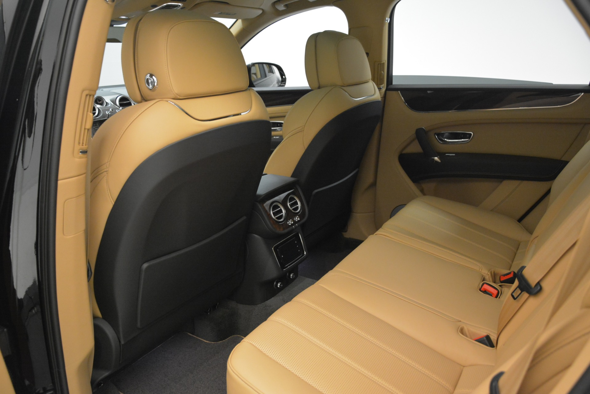 New 2019 Bentley Bentayga V8 For Sale In Westport, CT 2939_p18