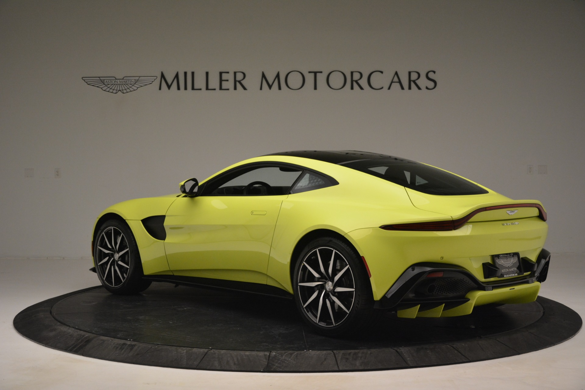 Used 2019 Aston Martin Vantage  For Sale In Westport, CT 2958_p4