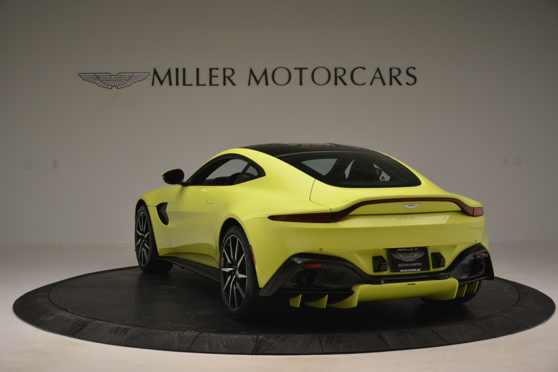 Used 2019 Aston Martin Vantage  For Sale In Westport, CT 2958_p5