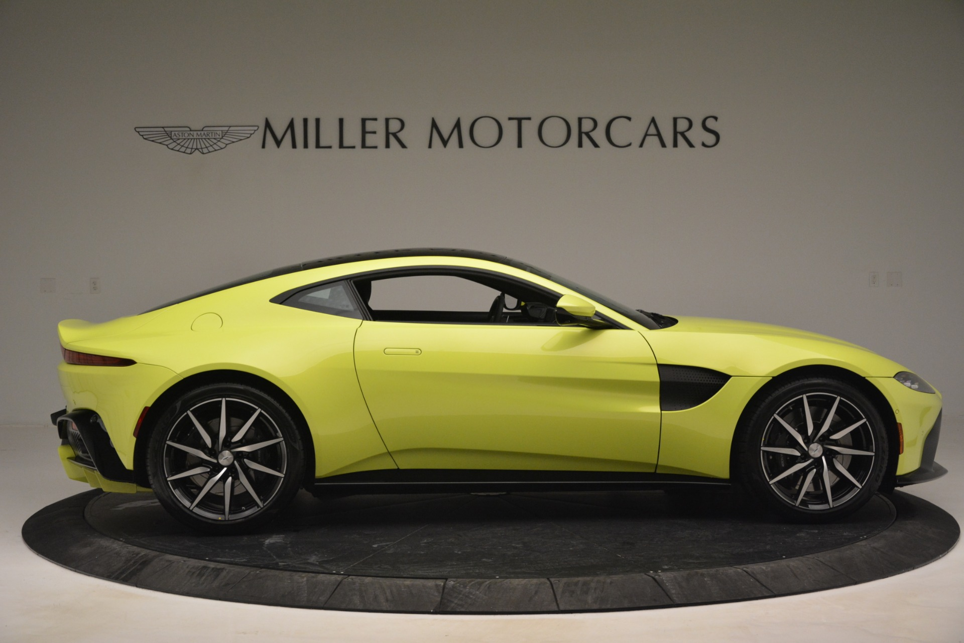 Used 2019 Aston Martin Vantage  For Sale In Westport, CT 2958_p9