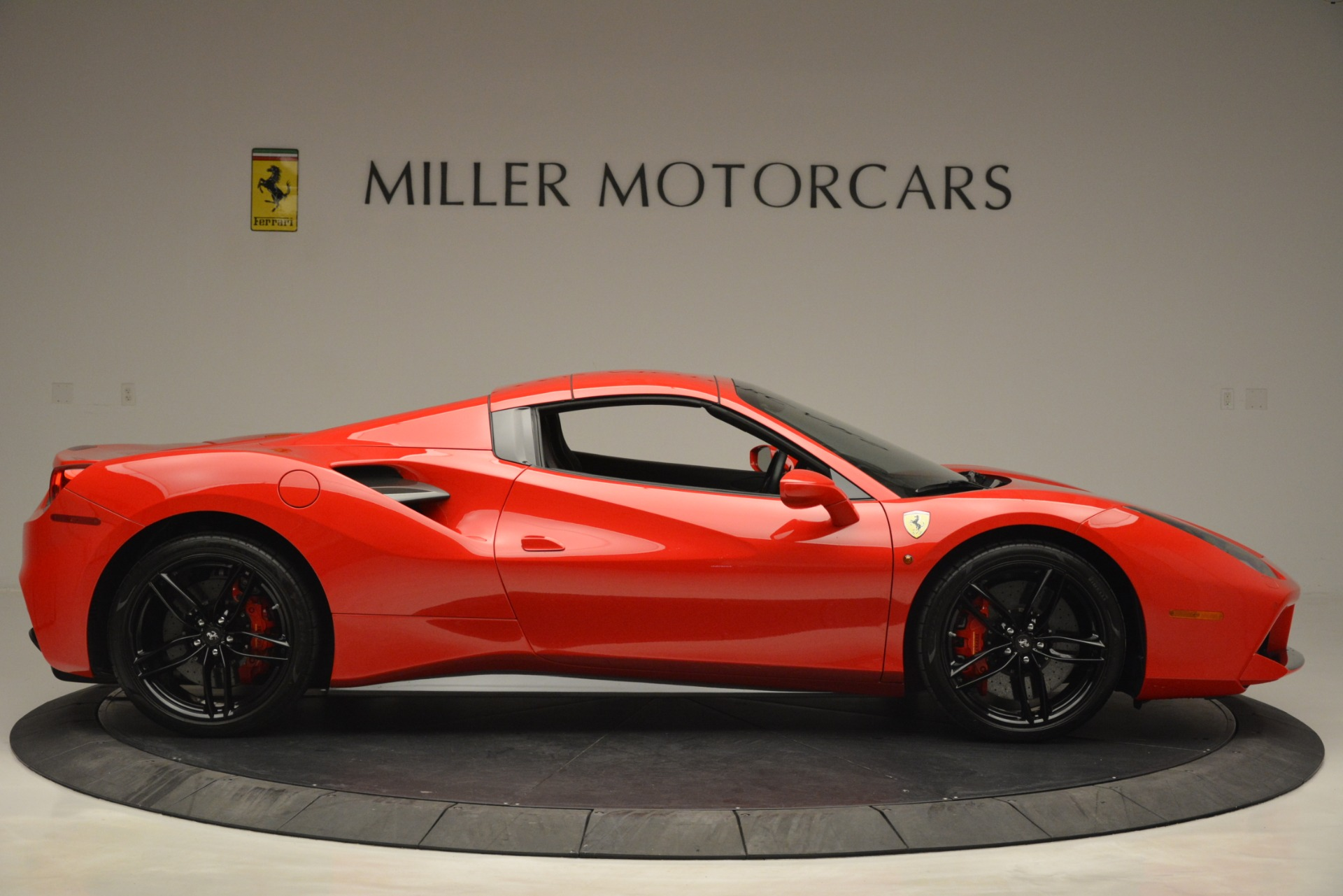Used 2017 Ferrari 488 Spider  For Sale In Westport, CT 2965_p21