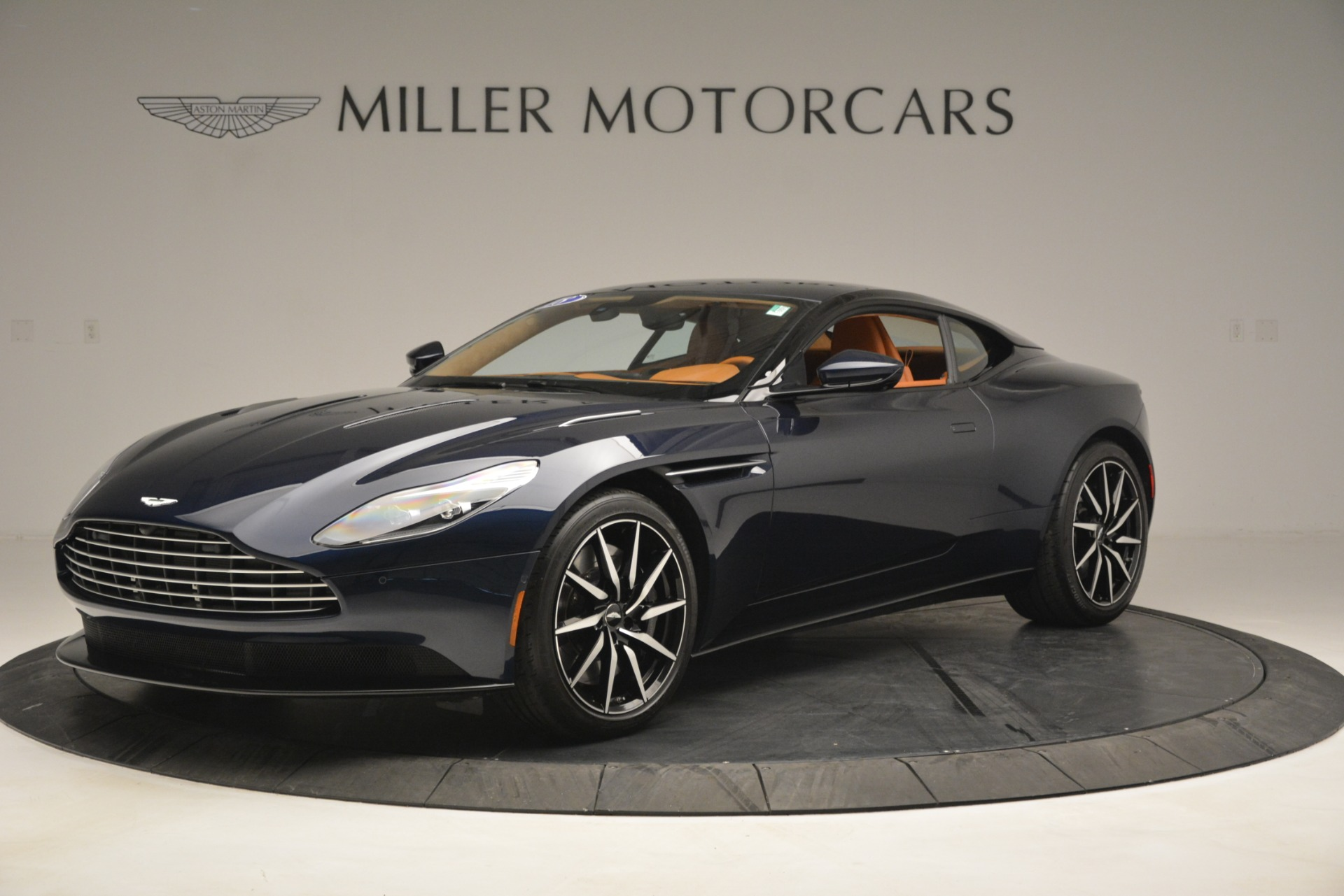 Used 2018 Aston Martin DB11 V12 Coupe For Sale In Westport, CT 2969_p2