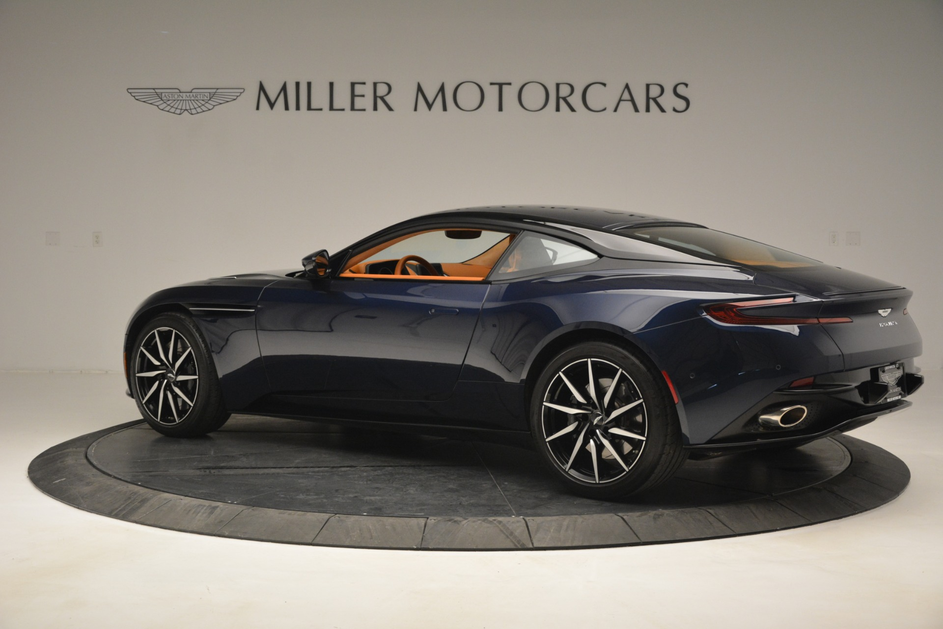 Used 2018 Aston Martin DB11 V12 Coupe For Sale In Westport, CT 2969_p4