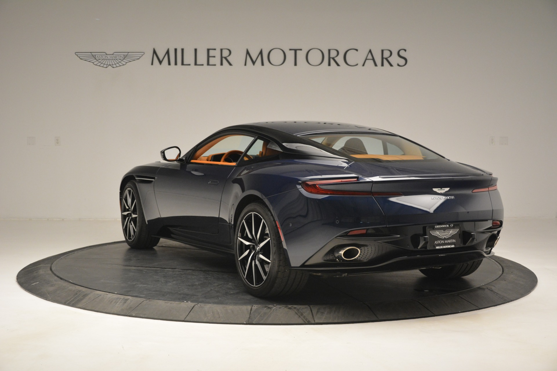 Used 2018 Aston Martin DB11 V12 Coupe For Sale In Westport, CT 2969_p5