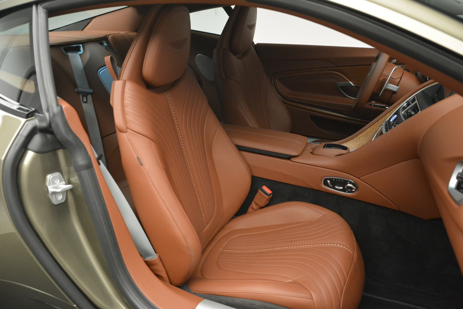 Used 2018 Aston Martin DB11 V12 Coupe For Sale In Westport, CT 2970_p25