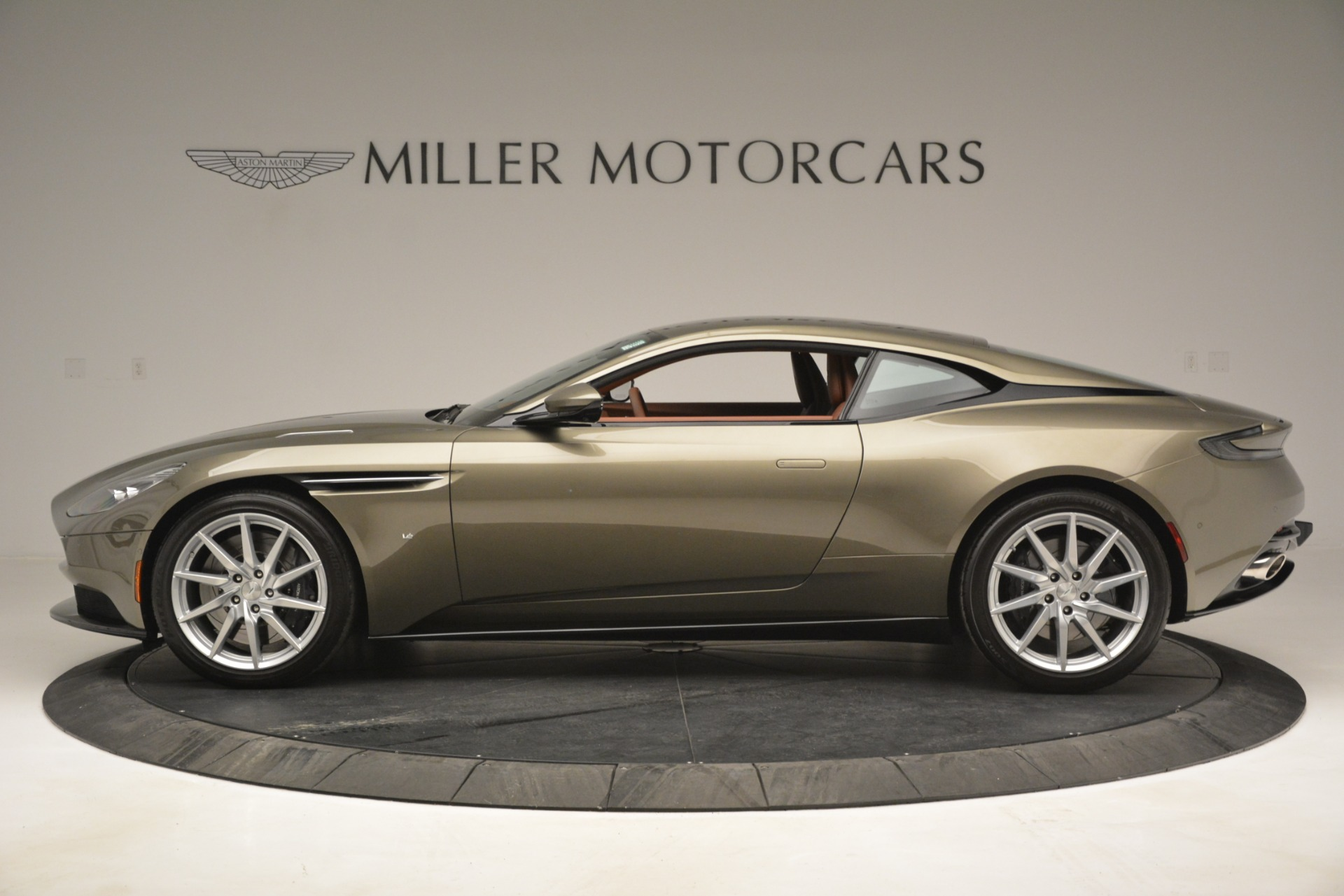 Used 2018 Aston Martin DB11 V12 Coupe For Sale In Westport, CT 2970_p3