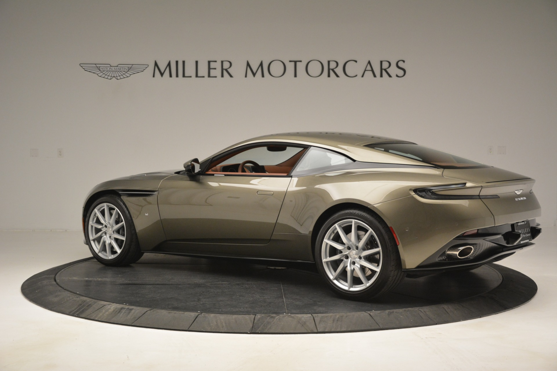 Used 2018 Aston Martin DB11 V12 Coupe For Sale In Westport, CT 2970_p4