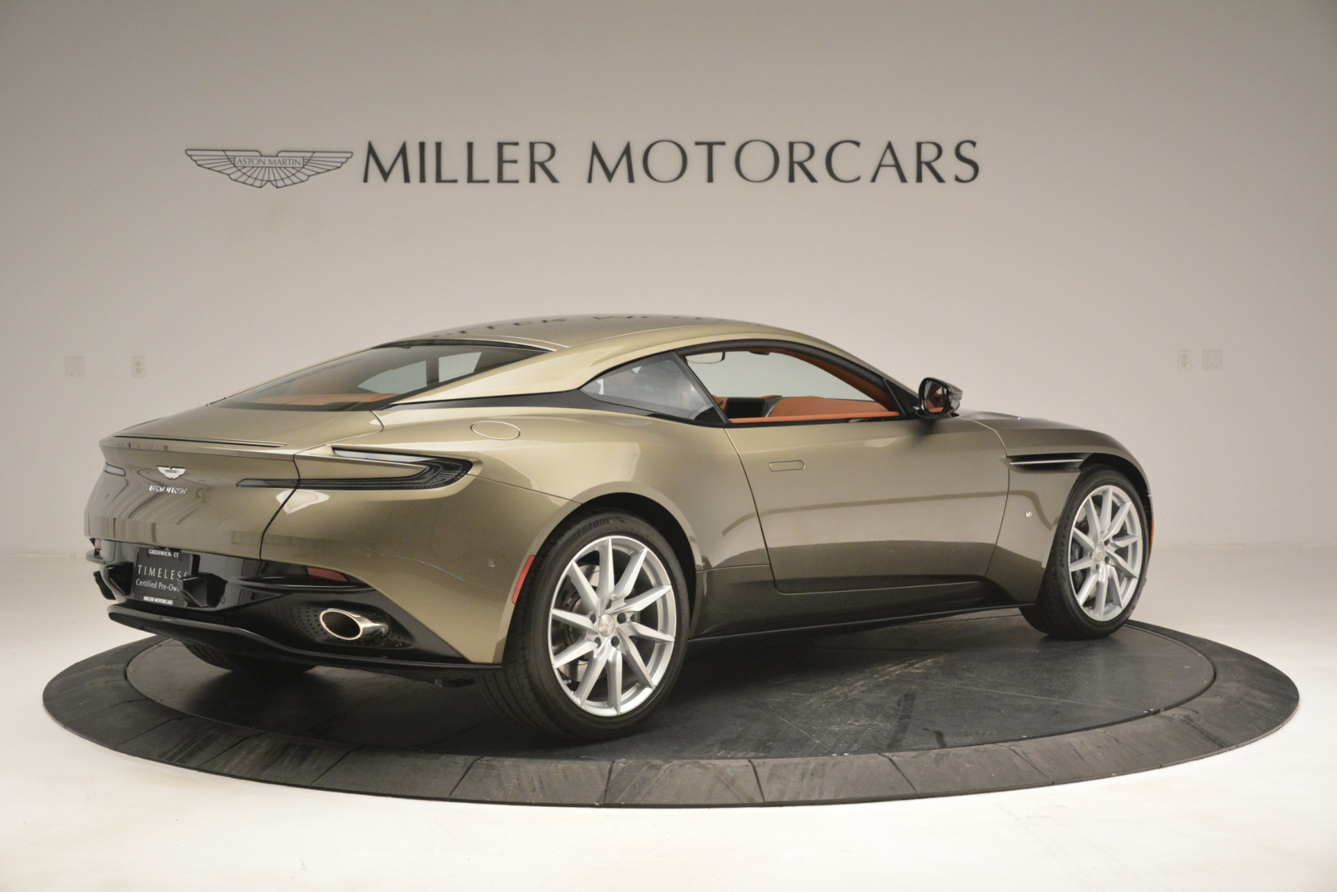 Used 2018 Aston Martin DB11 V12 Coupe For Sale In Westport, CT 2970_p8
