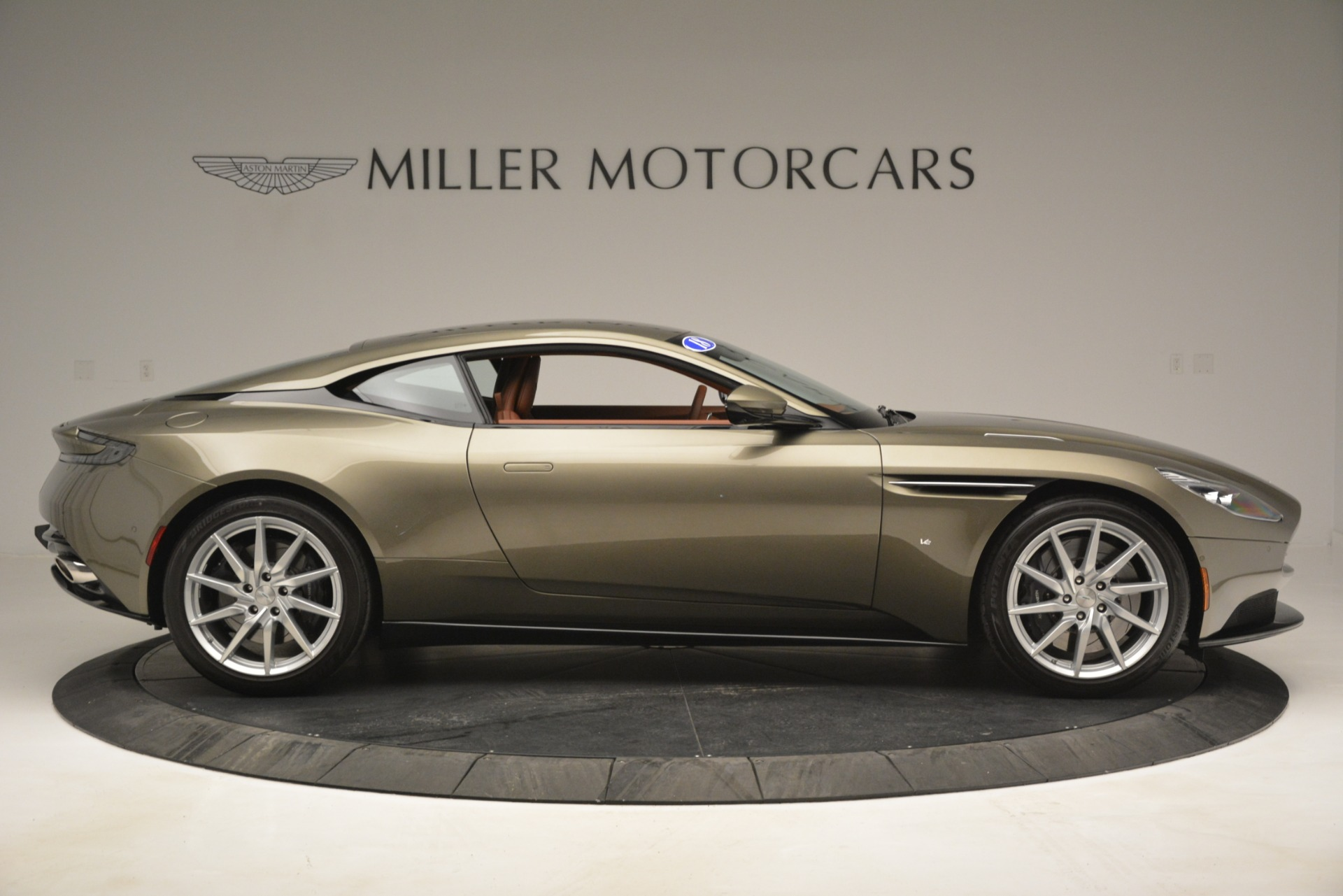 Used 2018 Aston Martin DB11 V12 Coupe For Sale In Westport, CT 2970_p9