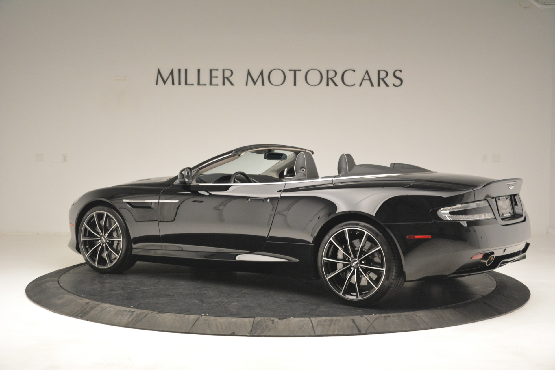 Used 2016 Aston Martin DB9 Convertible For Sale In Westport, CT 2971_p4