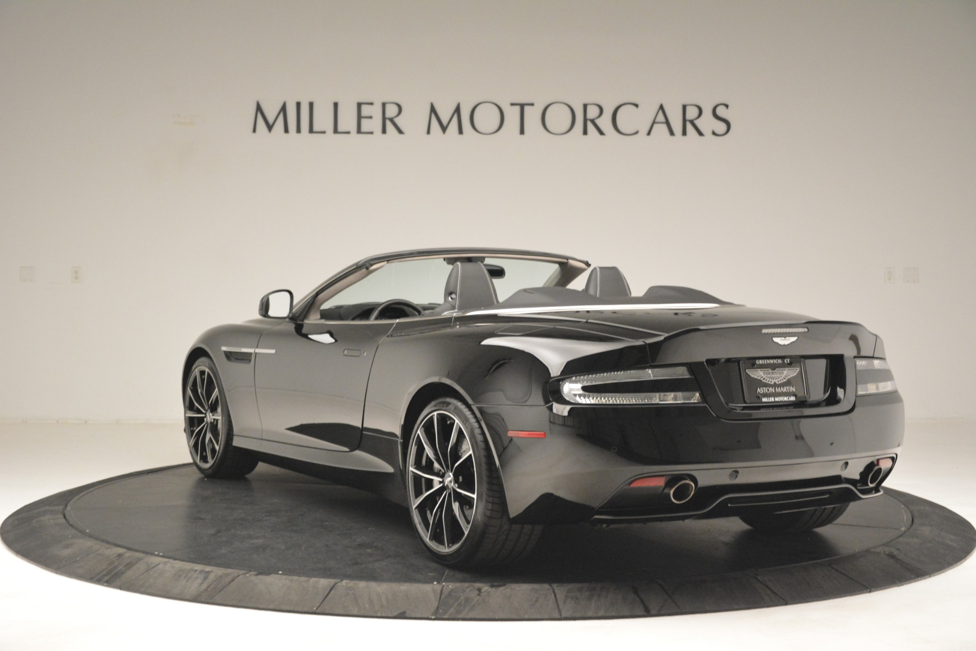 Used 2016 Aston Martin DB9 Convertible For Sale In Westport, CT 2971_p5