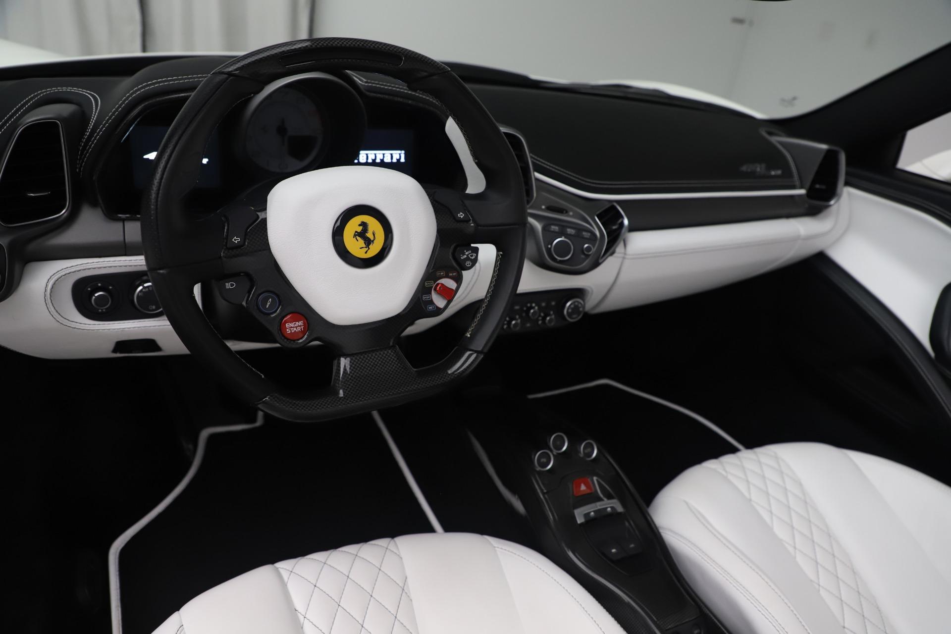 Used 2015 Ferrari 458 Spider  For Sale In Westport, CT 2979_p17