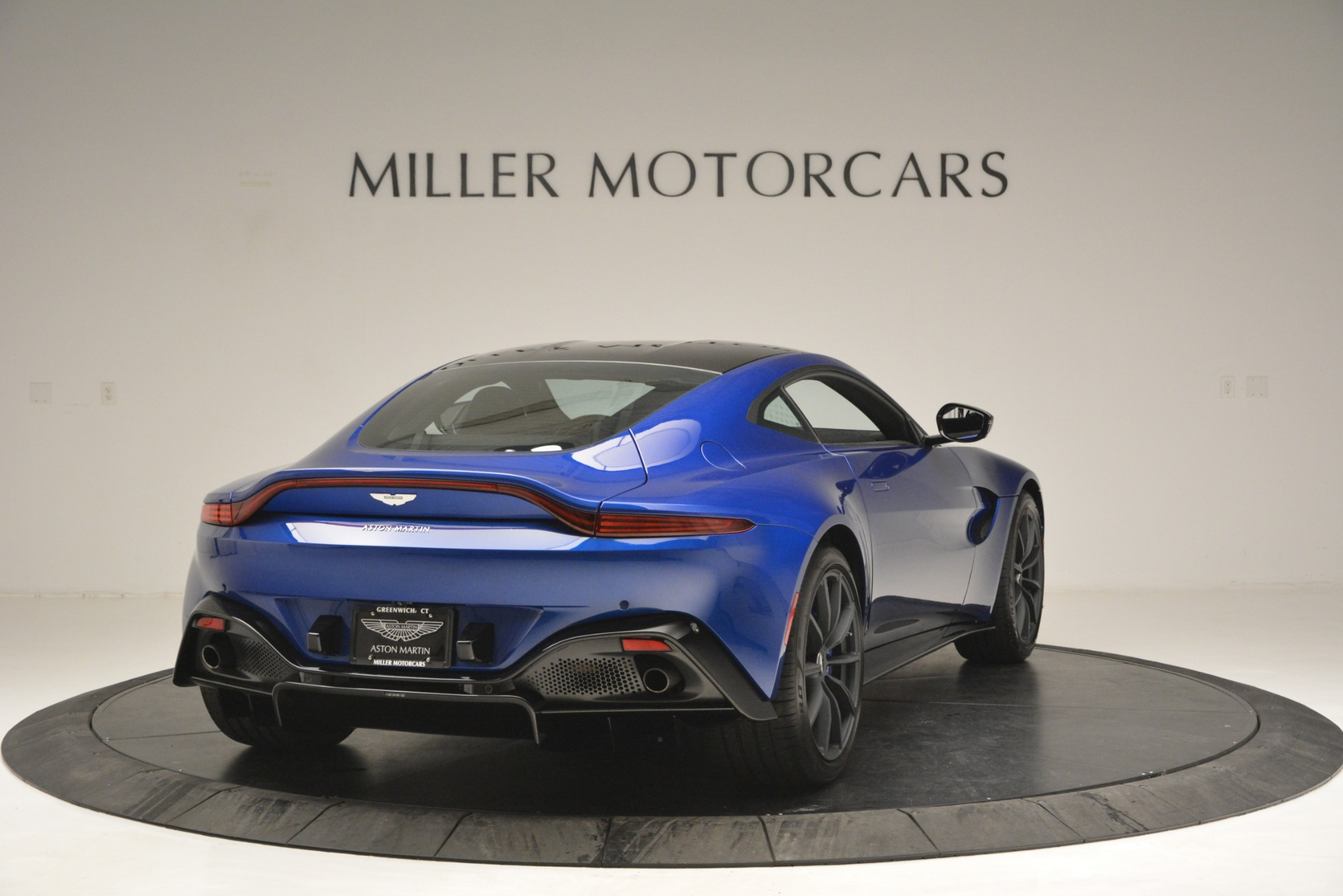 Used 2019 Aston Martin Vantage Coupe For Sale In Westport, CT 2981_p7