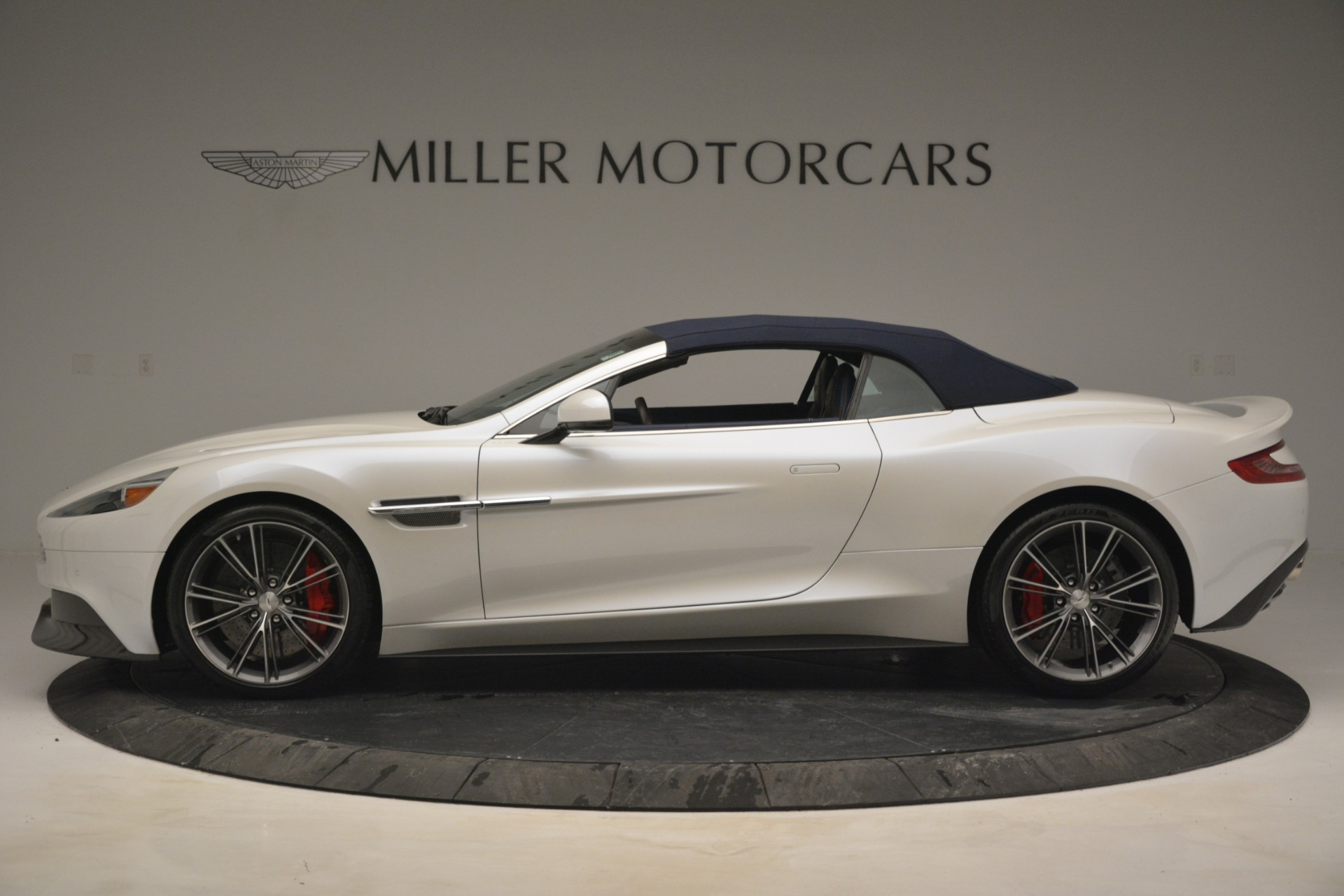 Used 2015 Aston Martin Vanquish Convertible For Sale In Westport, CT 2982_p16