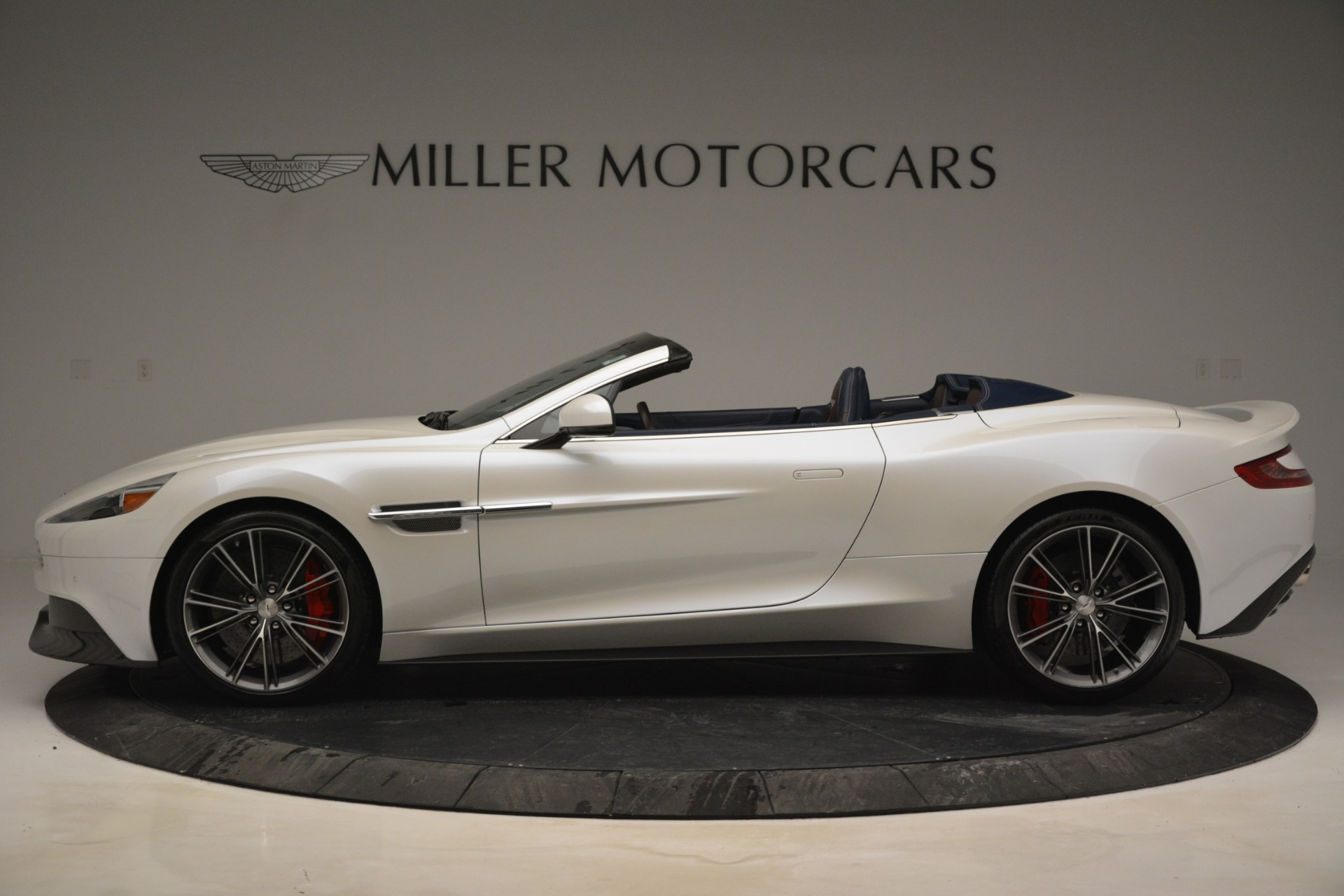 Used 2015 Aston Martin Vanquish Convertible For Sale In Westport, CT 2982_p3