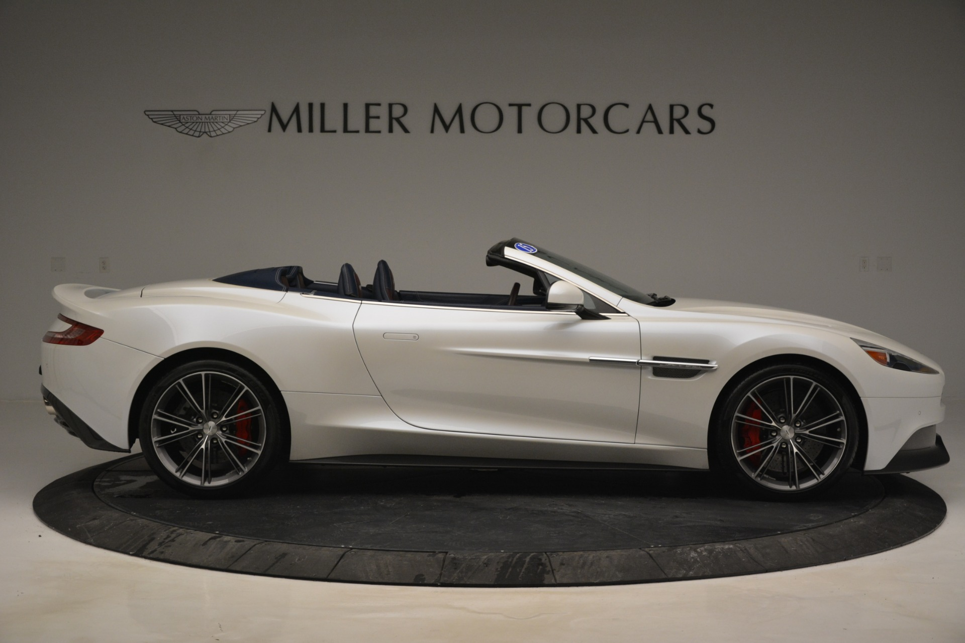 Used 2015 Aston Martin Vanquish Convertible For Sale In Westport, CT 2982_p9