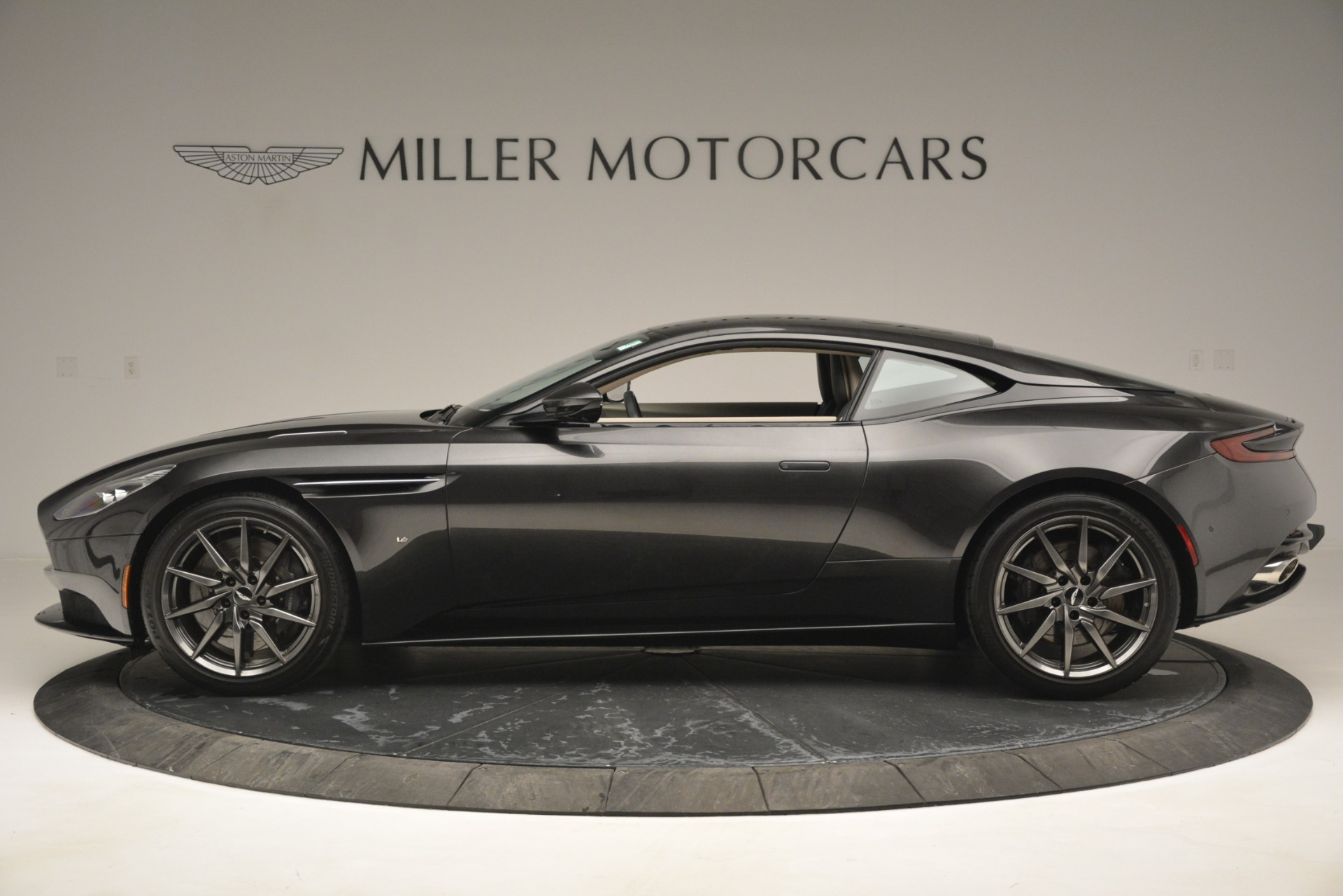 Used 2017 Aston Martin DB11 V12 Coupe For Sale In Westport, CT 2988_p3
