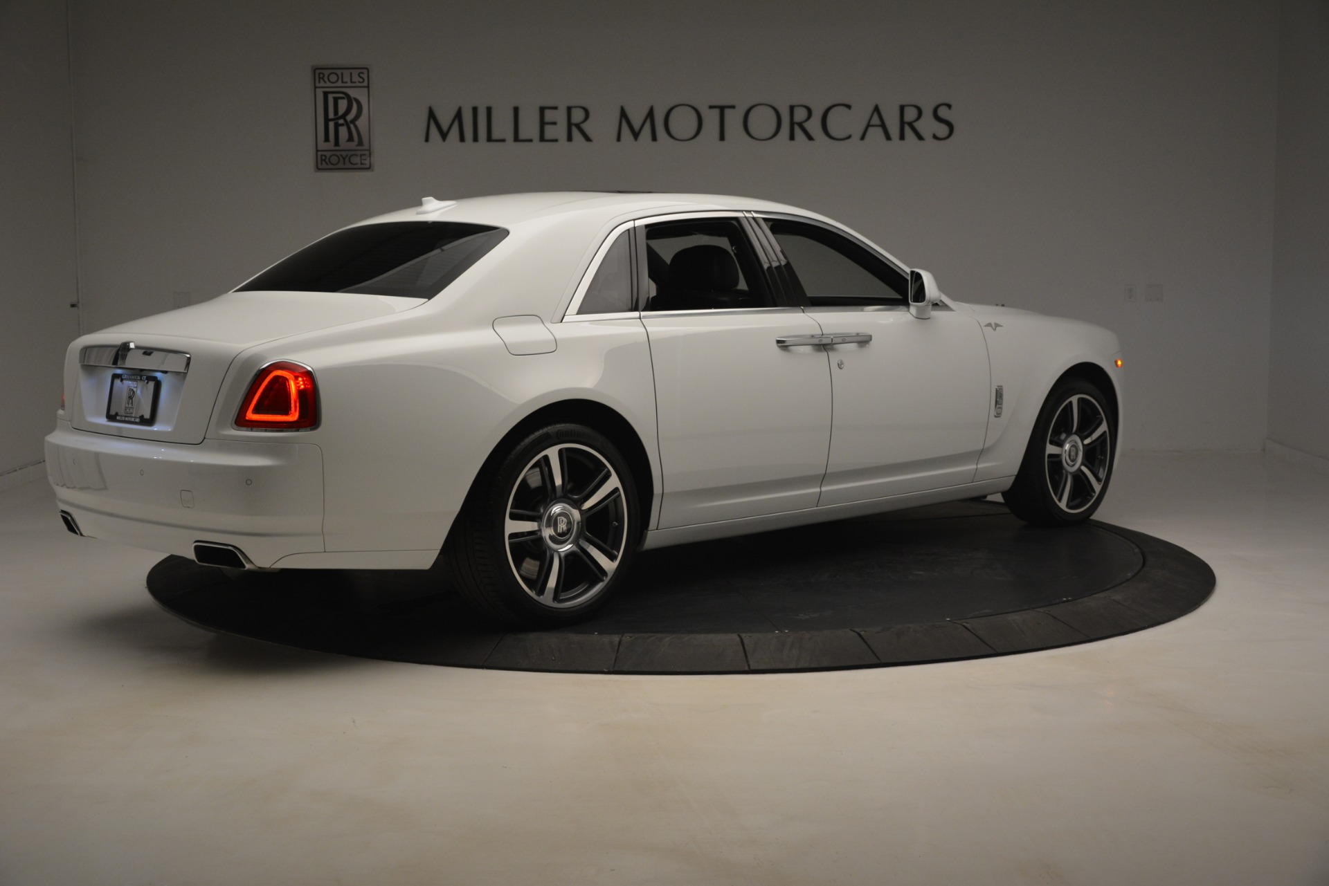 Used 2014 Rolls-Royce Ghost V-Spec For Sale In Westport, CT 2989_p9