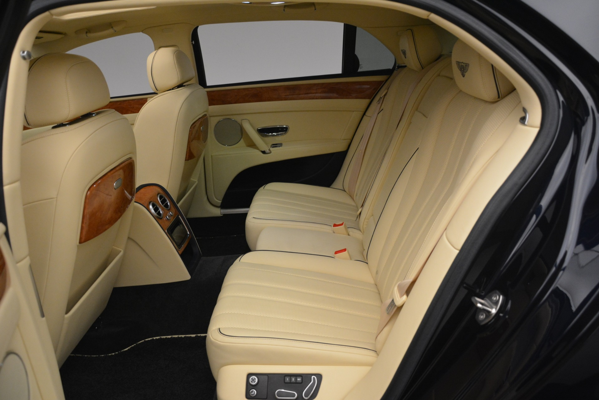 Used 2015 Bentley Flying Spur V8 For Sale In Westport, CT 2997_p24